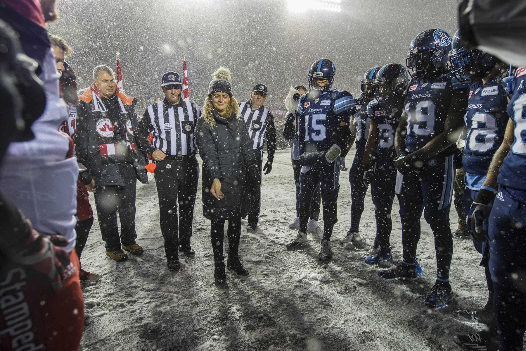 The Governor General conducted the coin toss to officially kick off the 105th edition of the Grey Cup Championship Game between the Toronto Argonauts and the Calgary Stampeders at TD Place, in Ottawa, on November 26, 2017.
