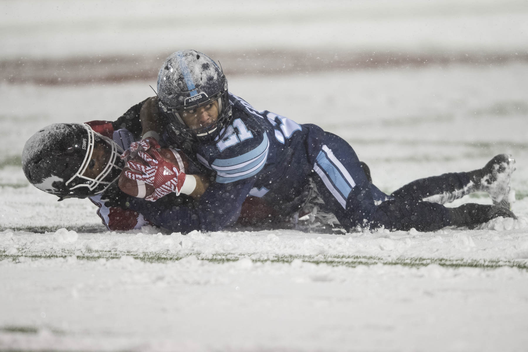 Le match de championnat de la Coupe Grey de la Ligue canadienne de football s'est déroulé selon la tradition canadienne, sous la neige.
