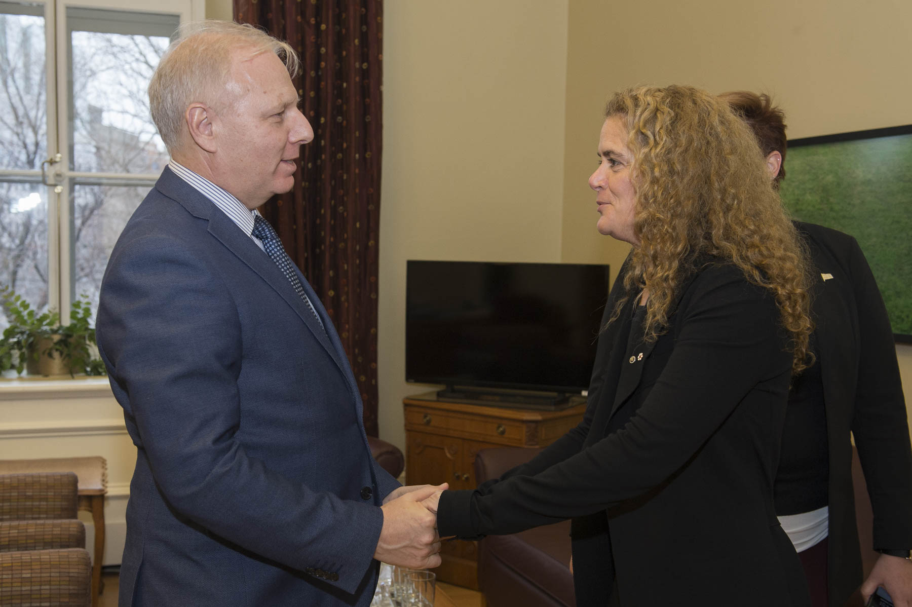 In the afternoon, Her Excellency met with Mr. Jean-François Lisée, Quebec's Leader of the Official Opposition, in the Parliament Building.