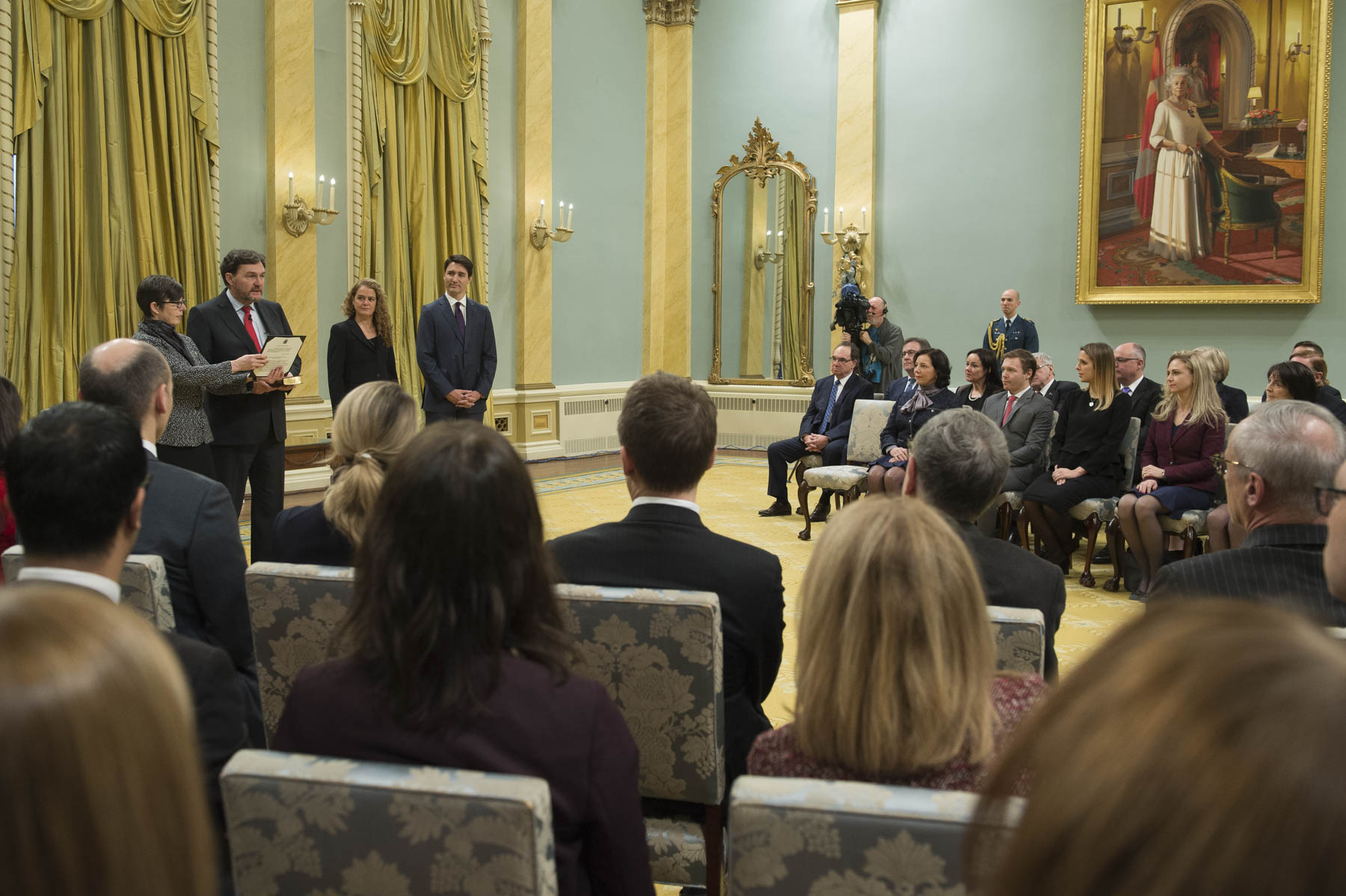 Her Excellency presided over the swearing-in of the new Chief Justice of Canada, the Right Honourable Richard Wagner, during a ceremony at Rideau Hall, on December 18, 2017.