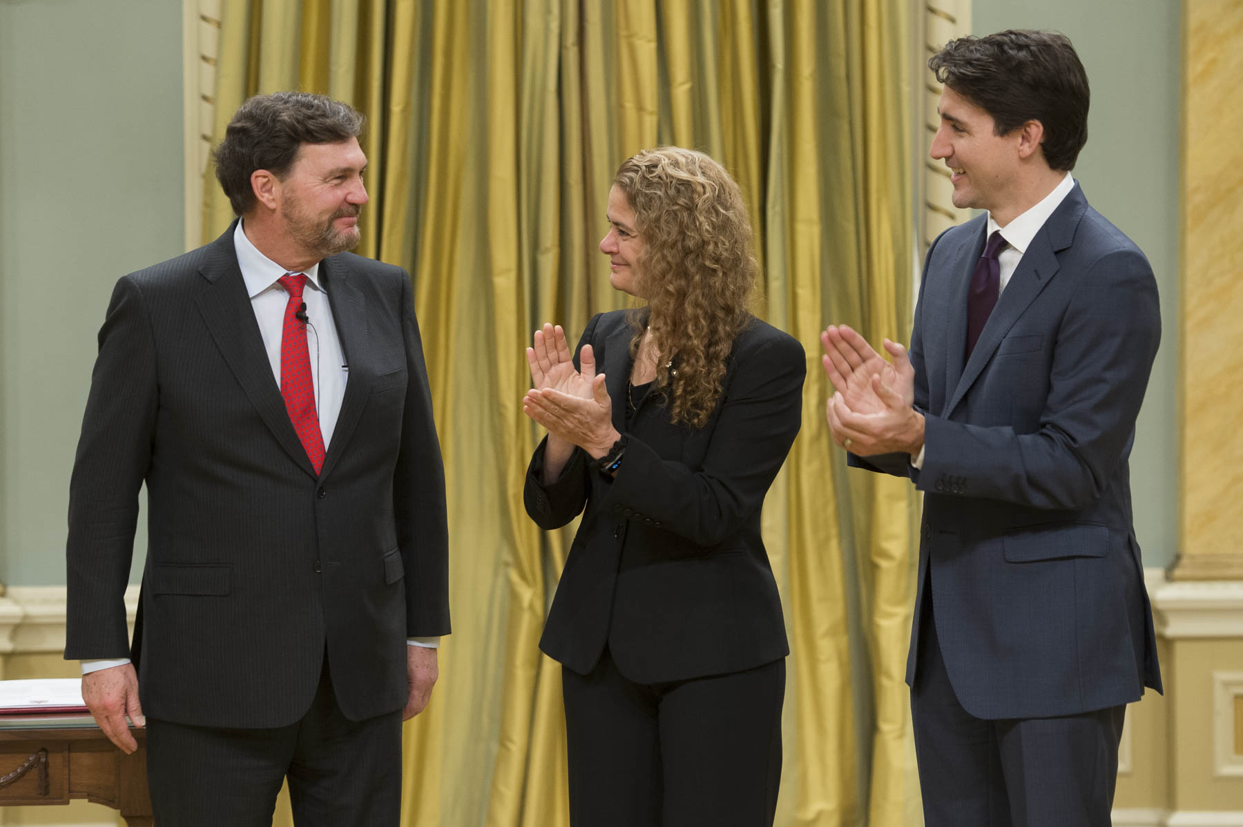 At the end of the signatures, all guests stood to applaud the new Chief Justice of Canada.