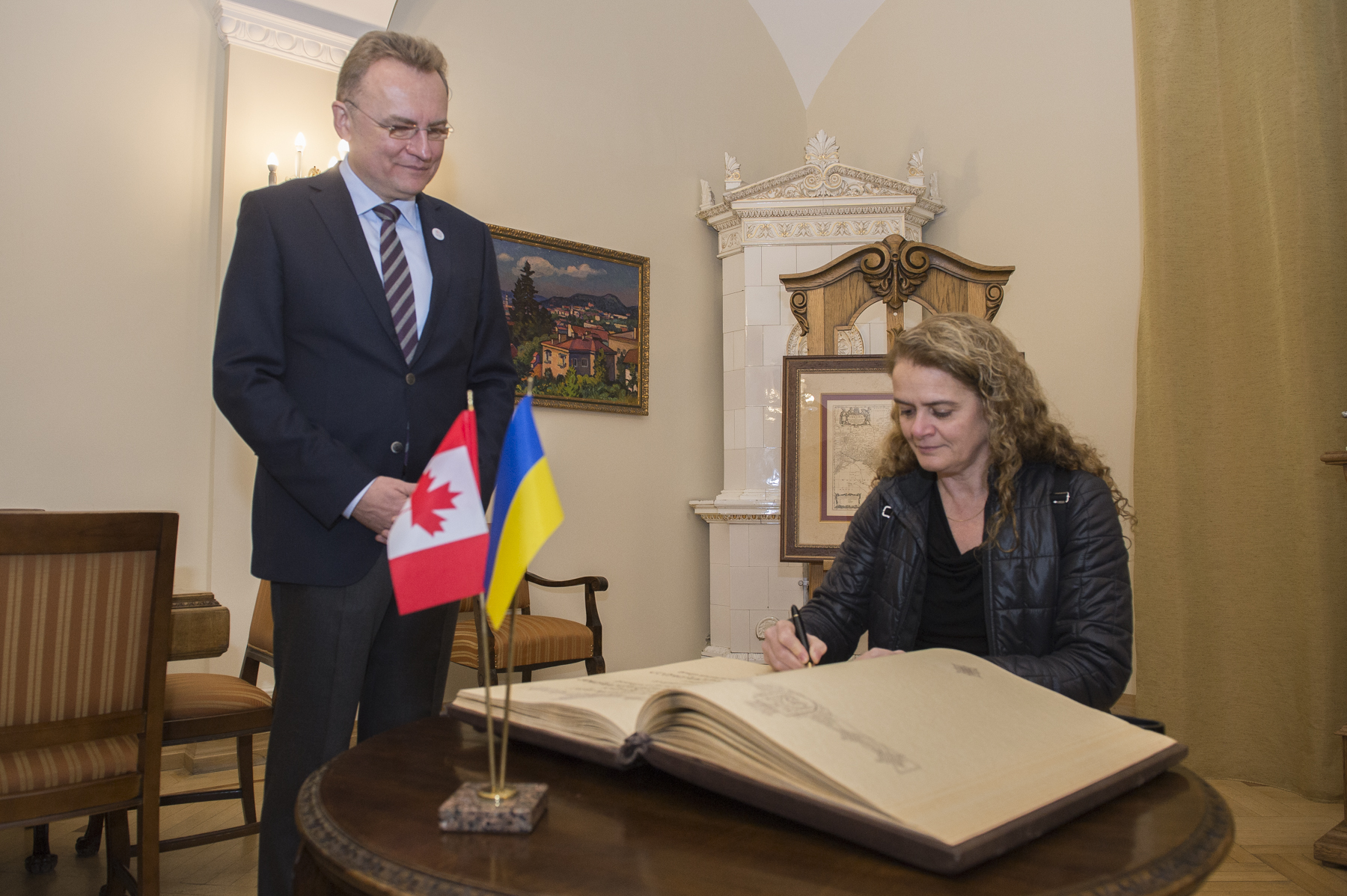 In the morning, Her Excellency met with Andriy Sadovyi, the Mayor of Lviv, and she signed the city's guest book.