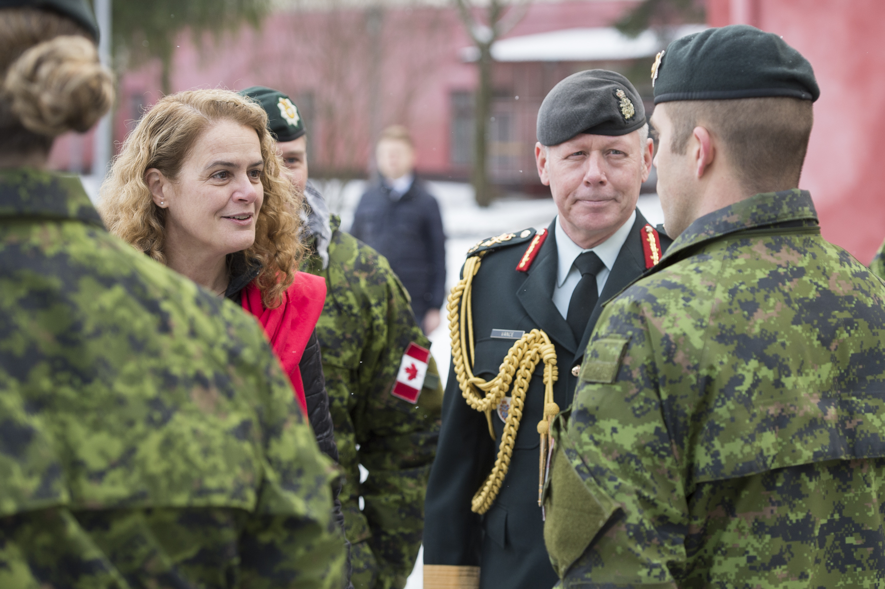 Afterwards, Her Excellency and General Jonathan Vance, Chief of the Defence Staff, met with members of the Canadian and Ukrainian Armed Forces at the Military Law and Order Service Academy.