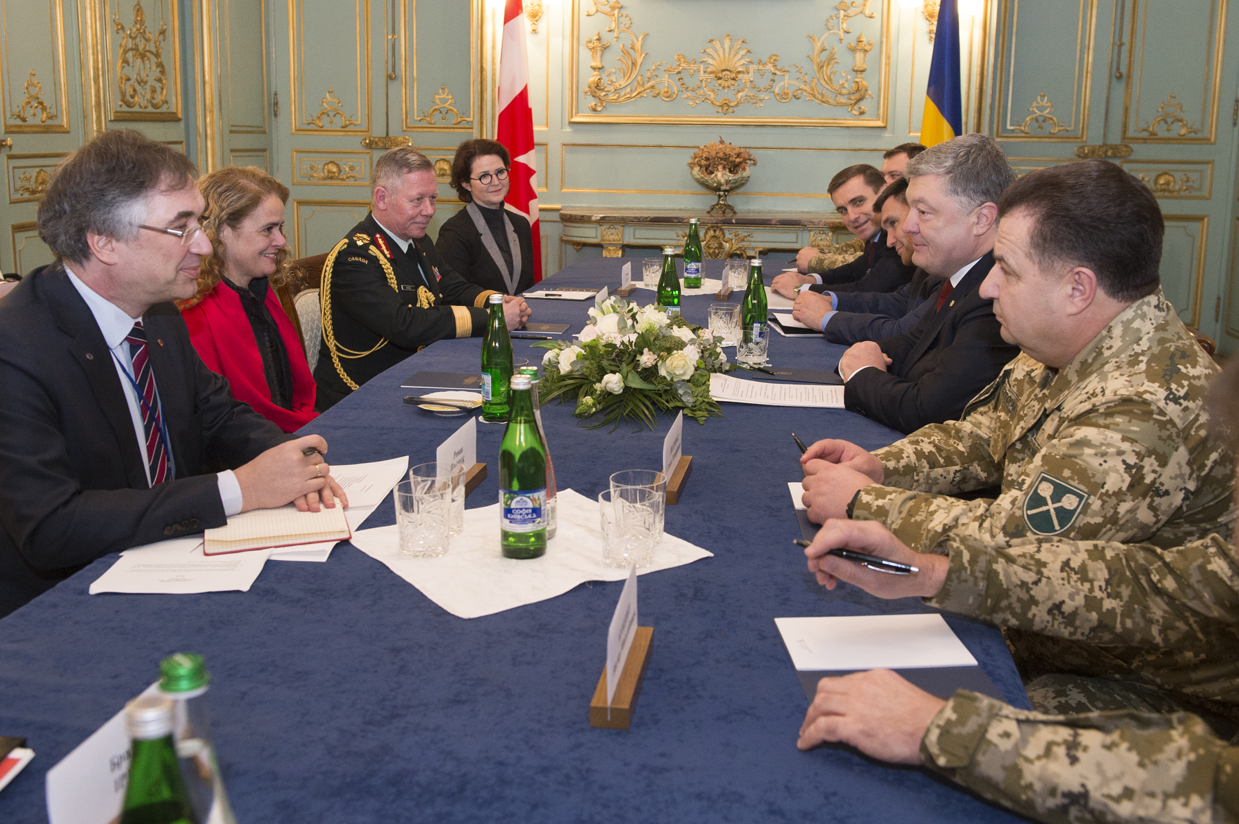 Her Excellency and President Poroshenko discussed Canada-Ukraine bilateral relations.