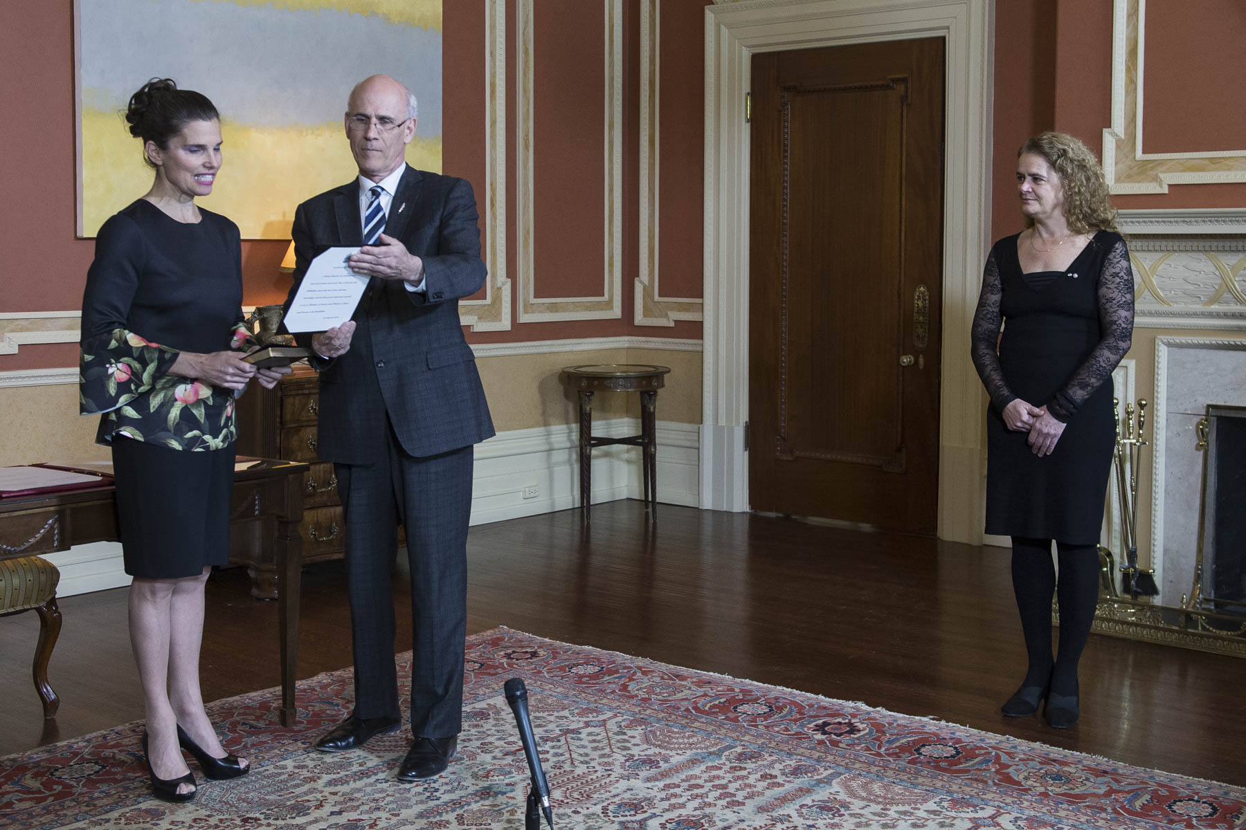 The Governor General presided over the swearing-in ceremony of the Honourable Kirsty Duncan, who now holds the title of Minister of Science and Minister of Sport and Persons with Disabilities.