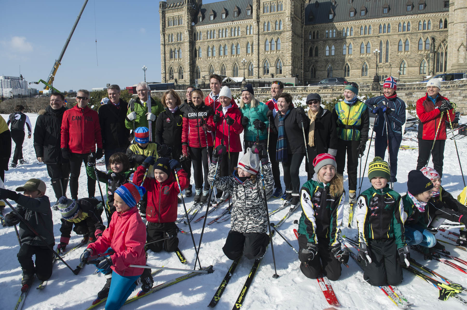 Her Excellency, senators, members of Parliament, Olympians and Paralympians, youth and volunteers gathered for a group photo before skiing around a circuit on the West Lawn.
