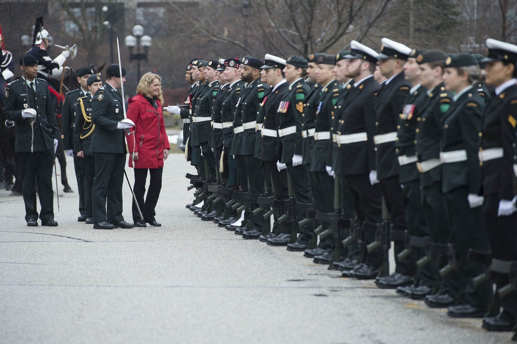 Her Excellency reviewed the 100-person guard of honour.