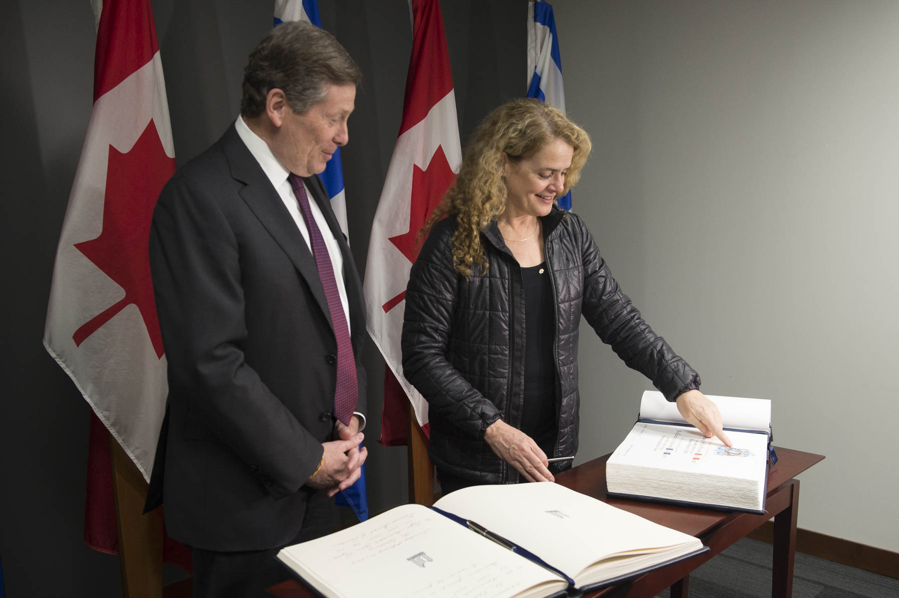 Later in the morning, Her Excellency met with His Worship John Tory, Mayor of Toronto, and signed the City's guest book.