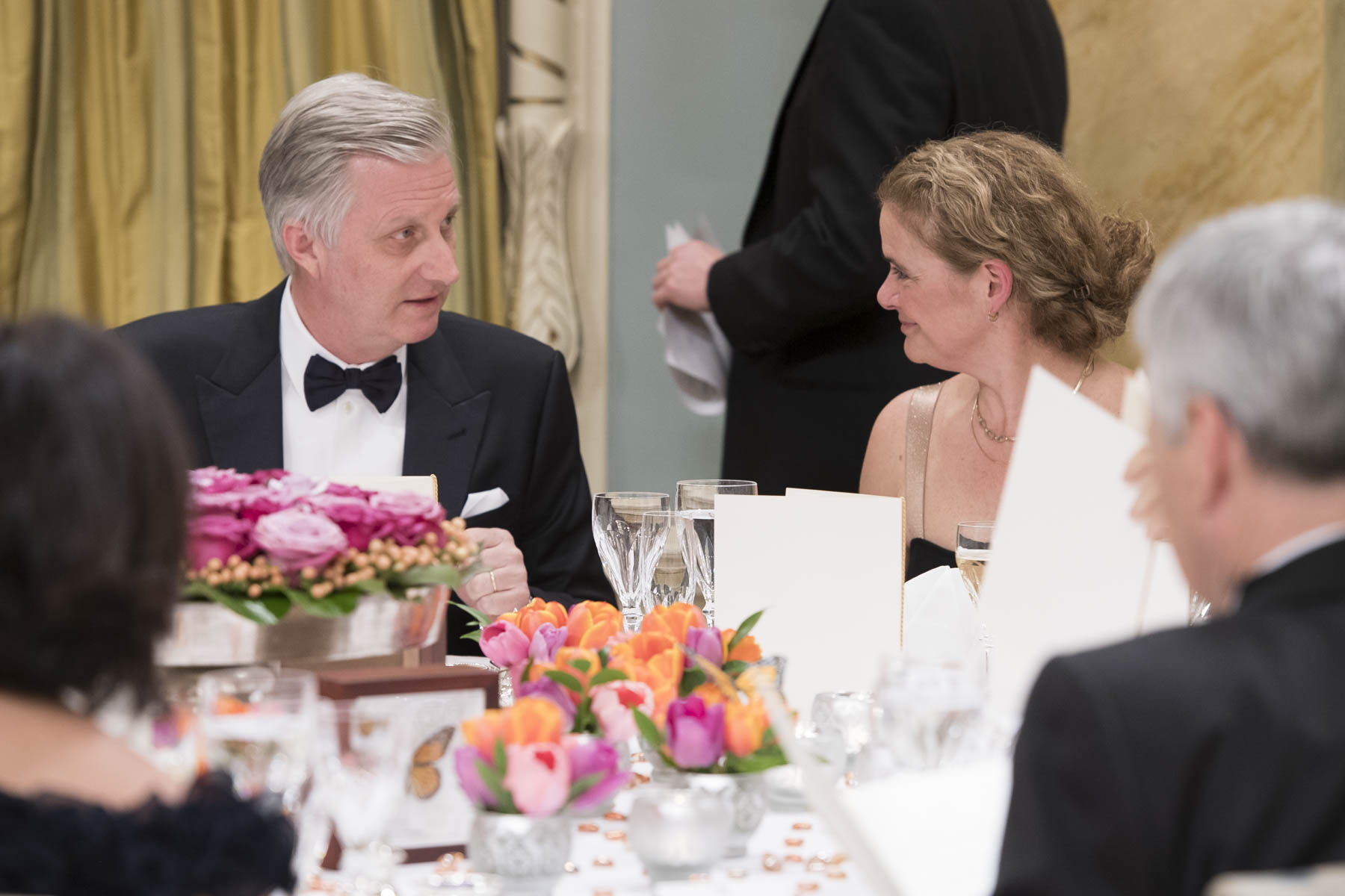 In the evening, the Governor General hosted a State dinner at Rideau Hall in honour of Their Majesties' visit to Canada.