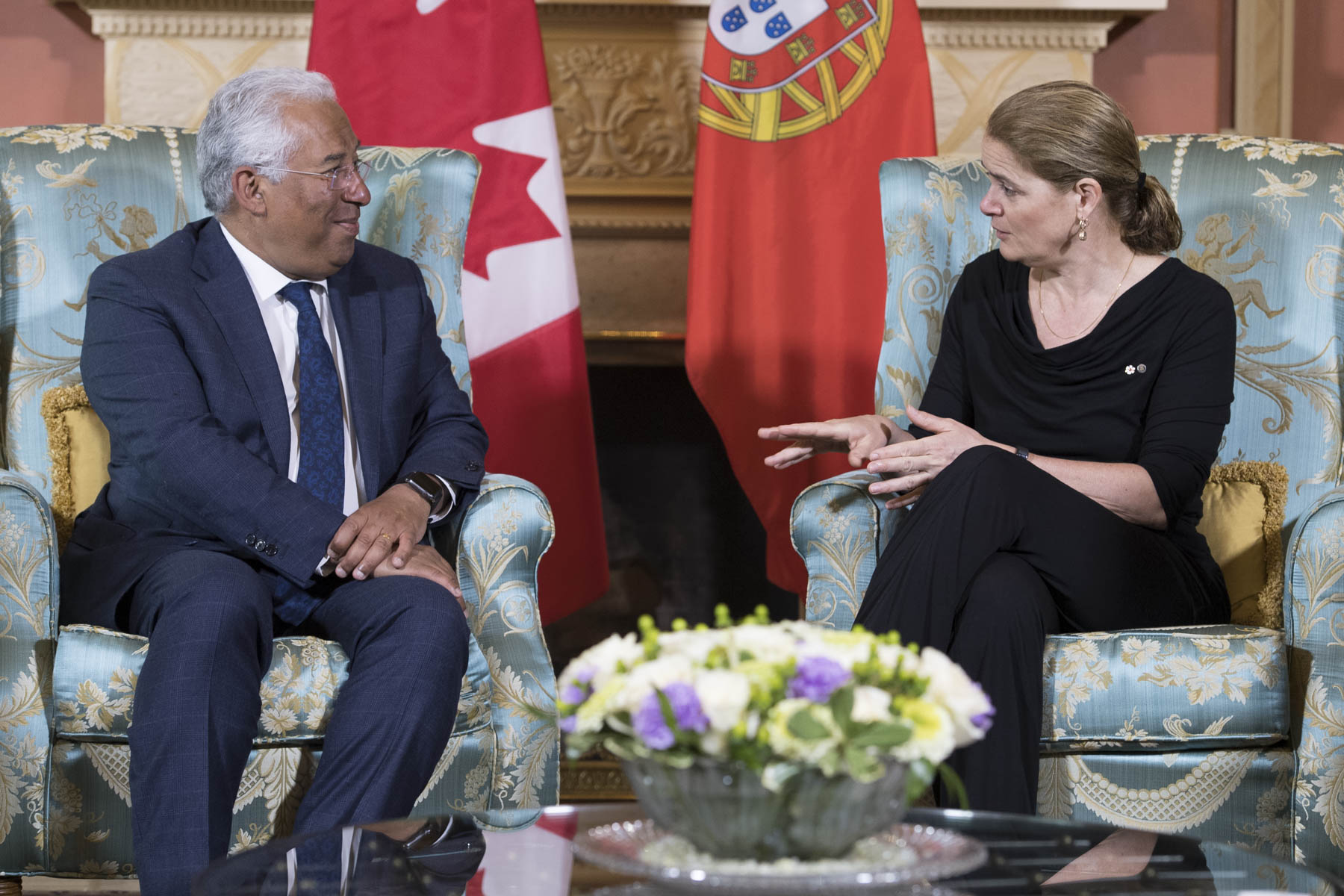 Canada is home to over 480,000 Canadians of Portuguese origin. The meeting between the Governor General and the Prime Minister of Portugal was held in French.
