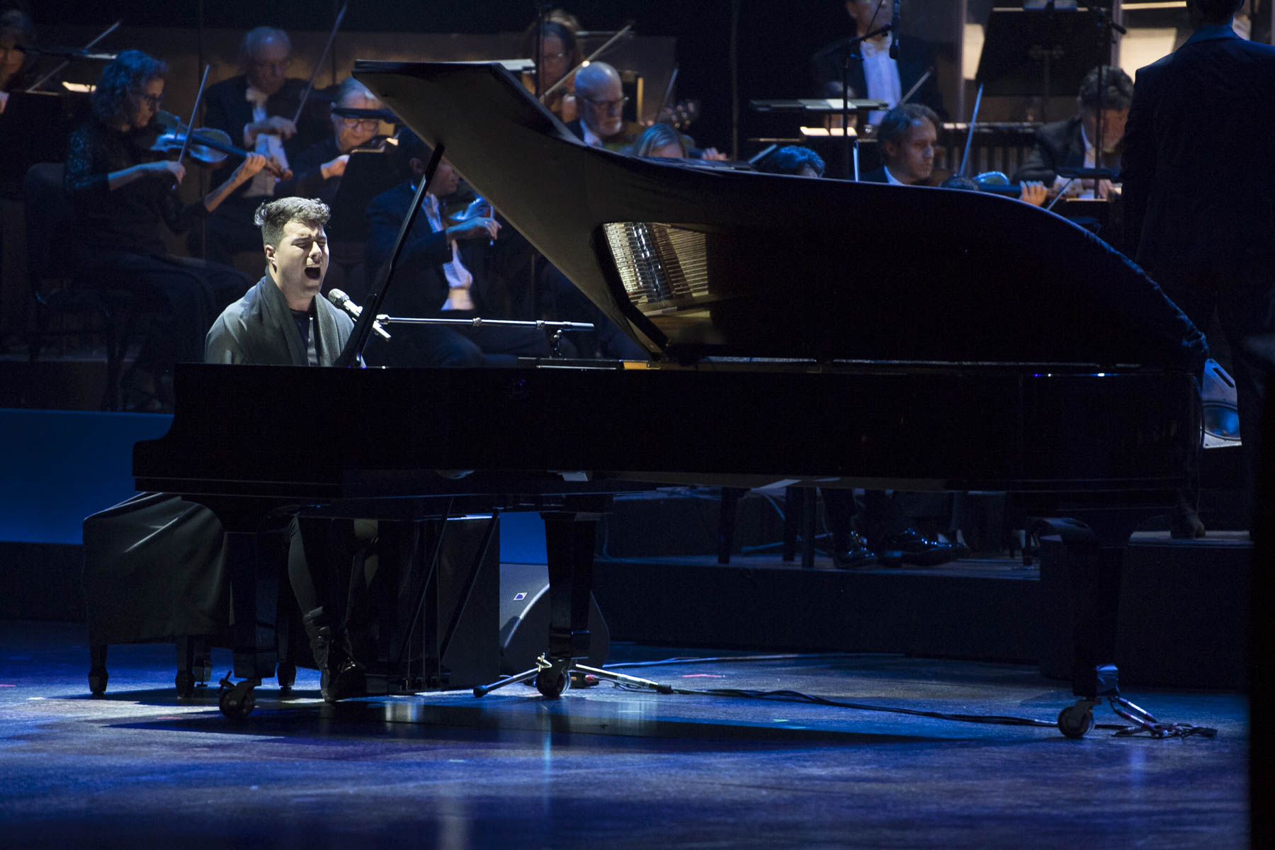 Jeremy Dutcher interpreted Sakomawit to pay tribute to Peter Herrndorf.