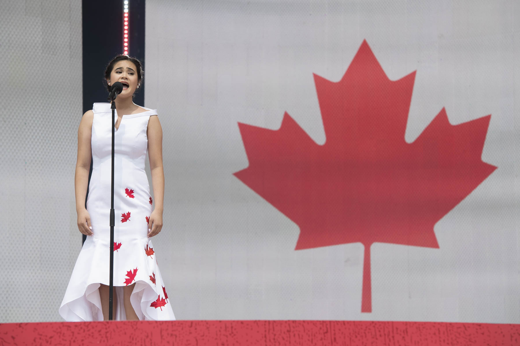 Martina Ortiz-Luis a interprété « God Save the Queen » et « O Canada ».