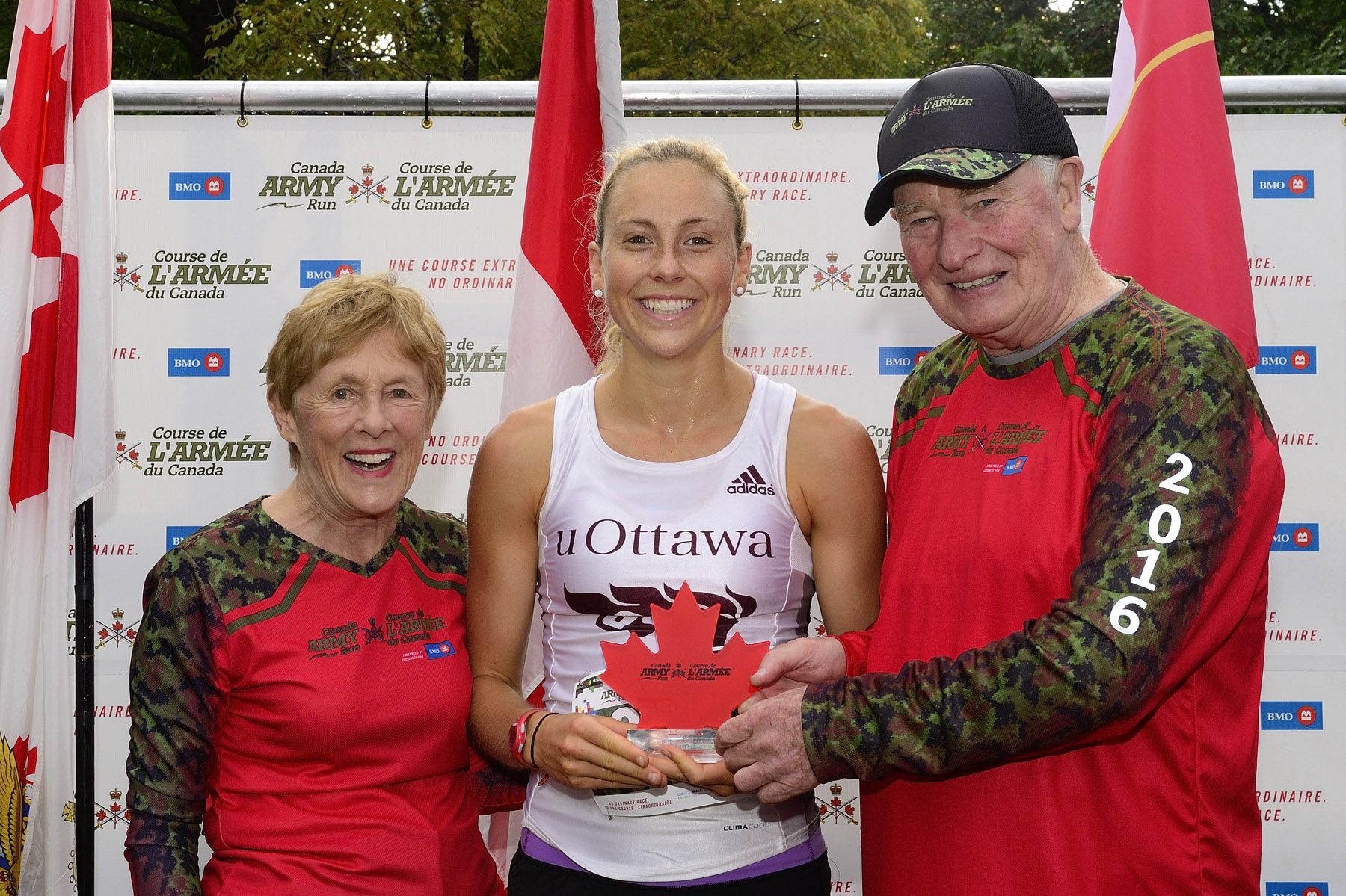 Their Excellencies presented the trophy to the woman who finished first in the five-kilometre run.