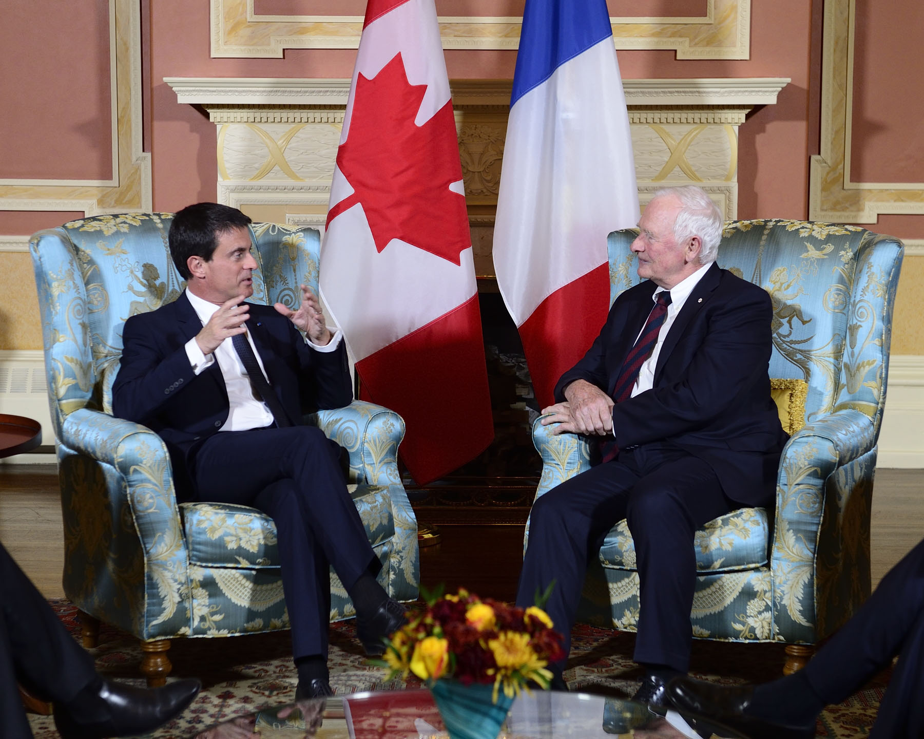 His Excellency the Right Honourable David Johnston, Governor General of Canada, met with His Excellency Manuel Valls, Prime Minister of the French Republic, at Rideau Hall on October 12, 2016.