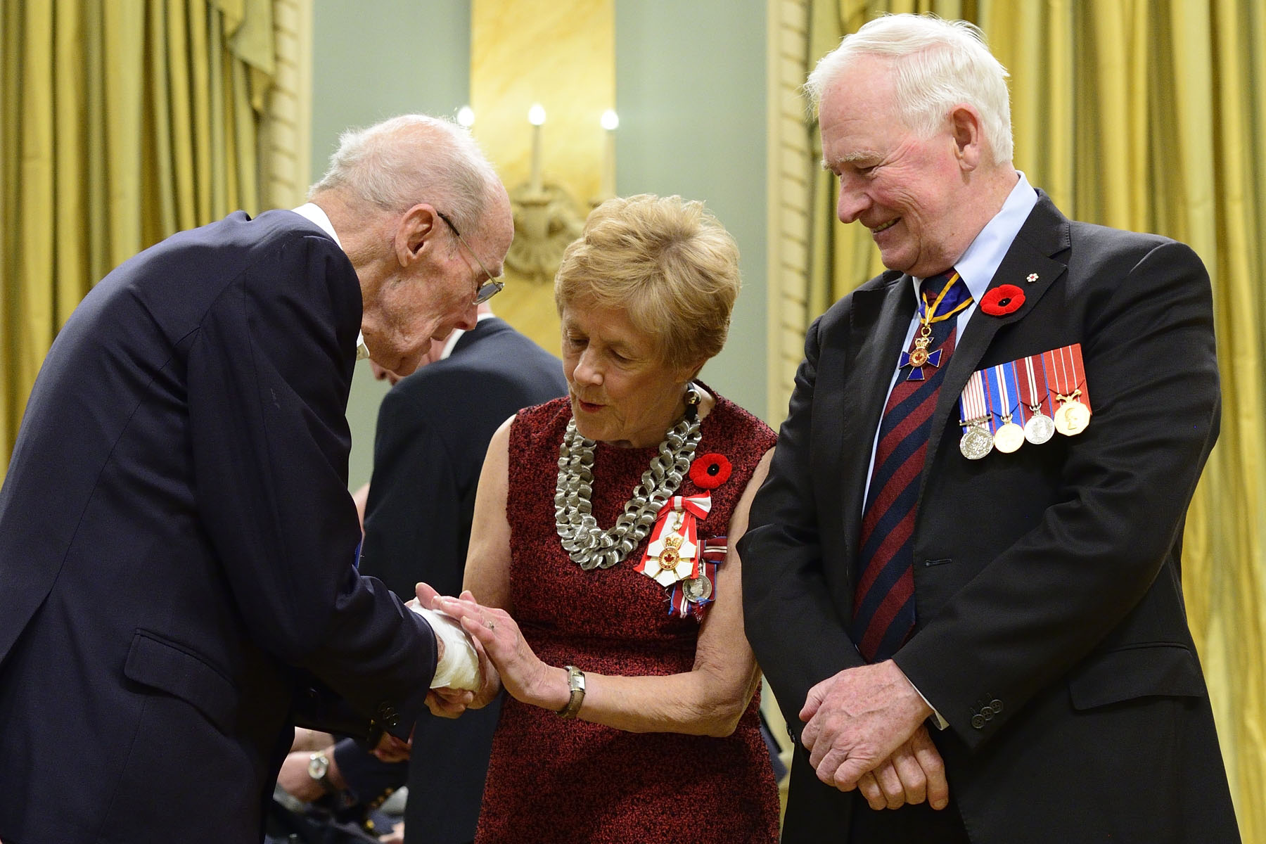 His Excellency also presented the poppy to Canadian veterans who attended the ceremony.