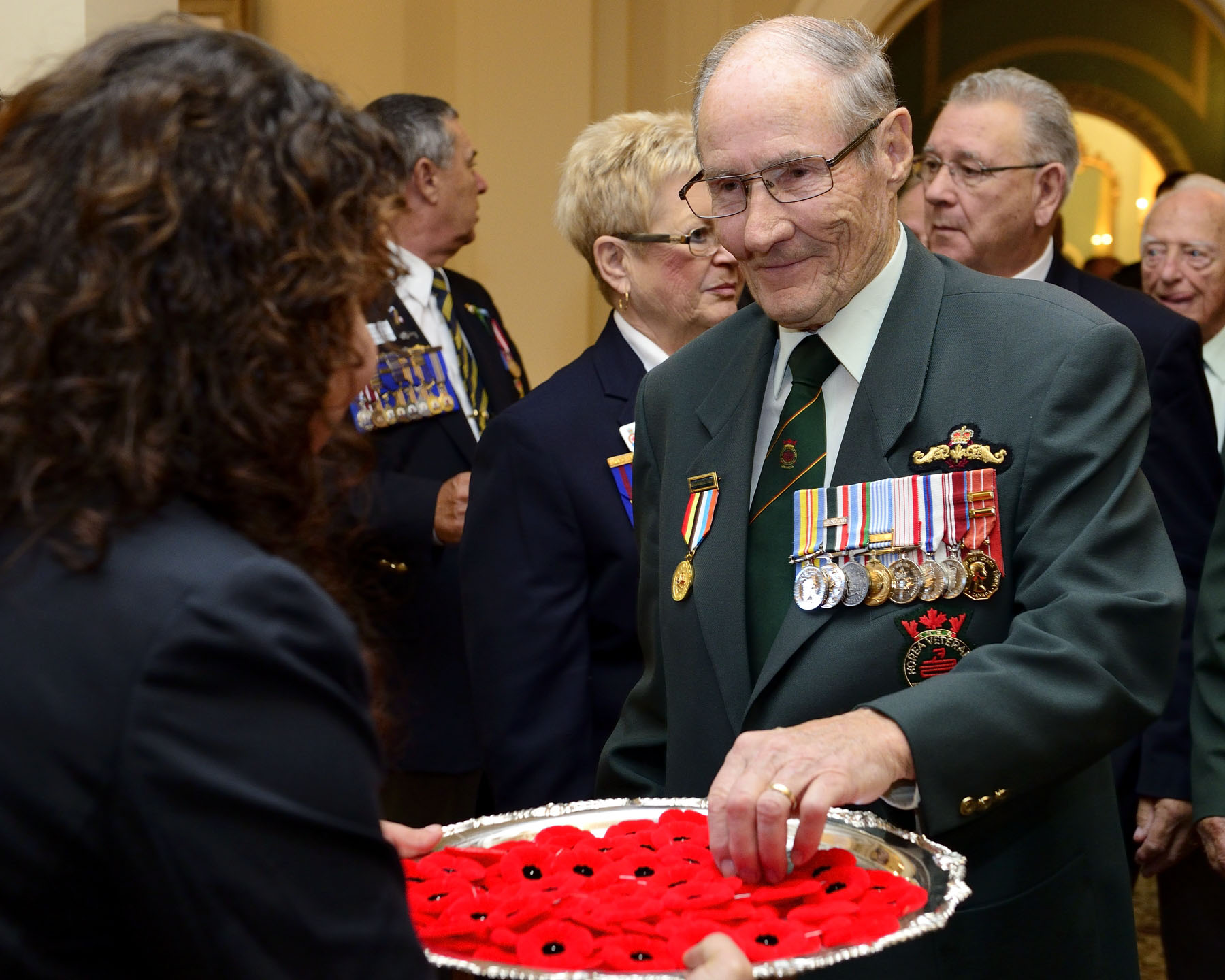 Officially adopted in Canada in 1921 by the Great War Veterans' Association (the predecessor of today's Royal Canadian Legion), poppies are recognized as the national symbol of remembrance for the 117 000 Canadian men and women who gave their lives during military service around the world.
