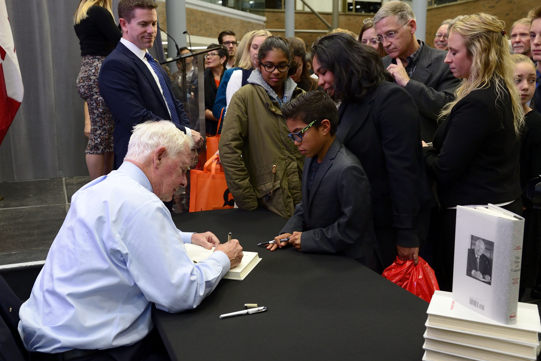 Afterwards, His Excellency participated in a book-signing session.