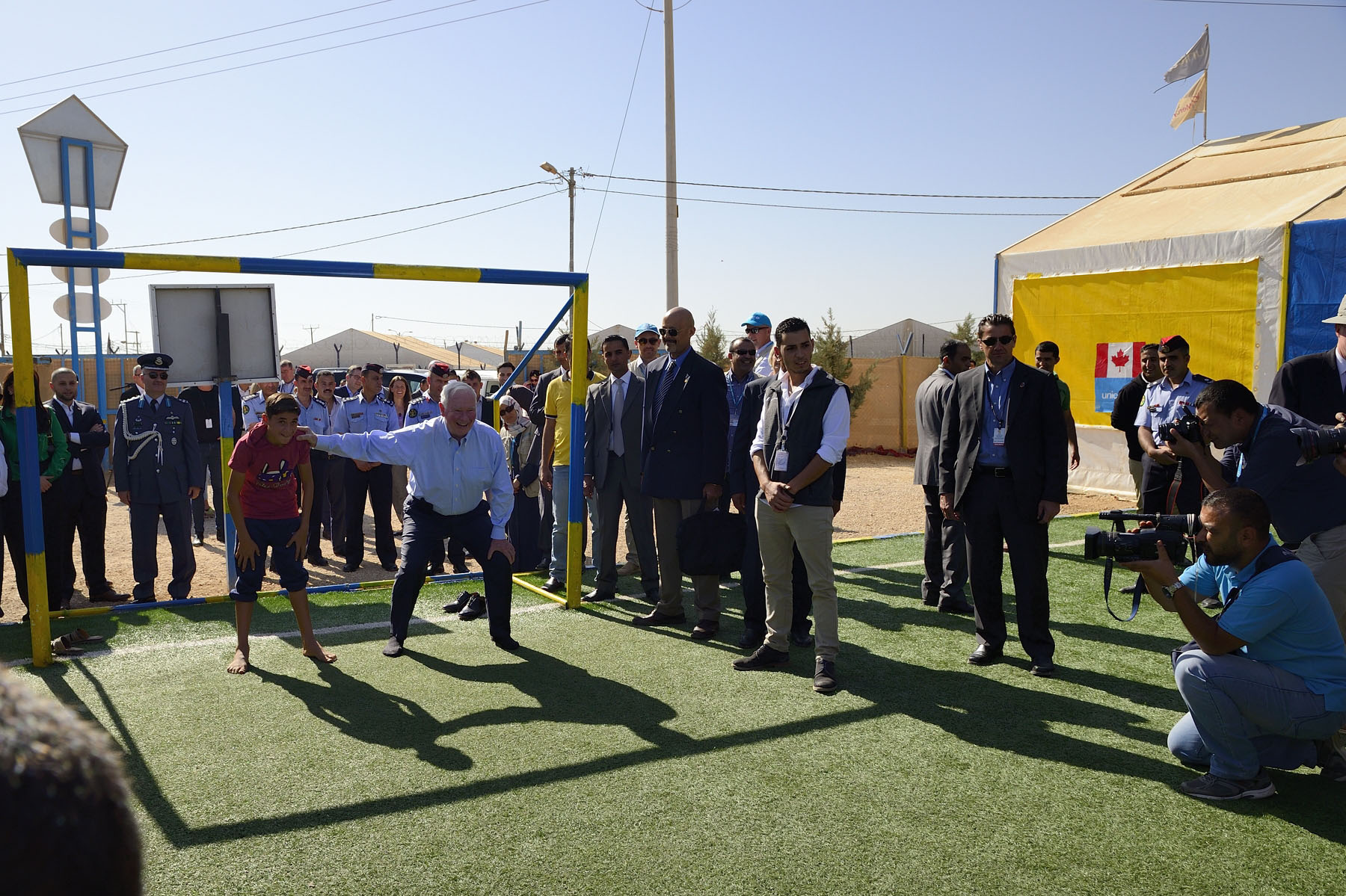 On the second day of their State visit to Jordan, Their Excellencies and the Canadian delegation visited the Zaatari refugee camp, located close to the Syrian border, on October 30, 2016.