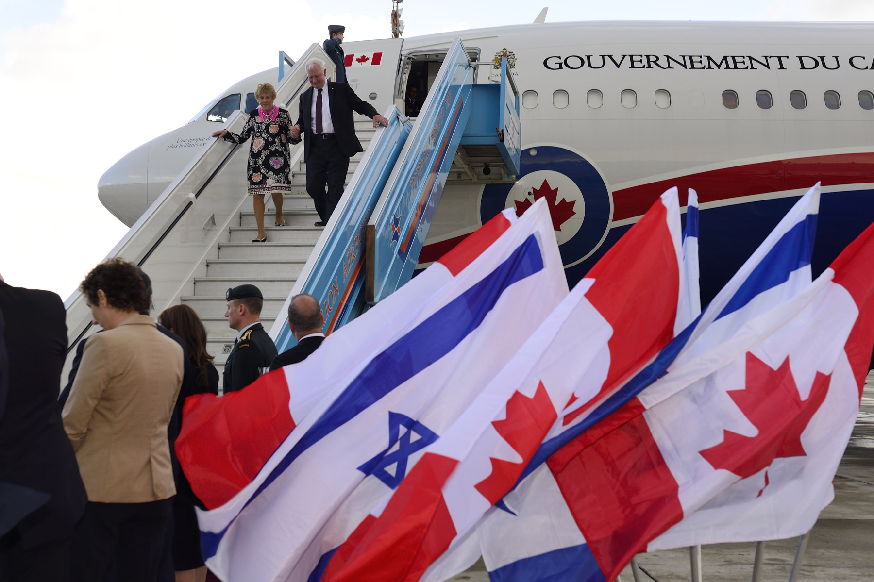 Upon arrival in Tel Aviv, Their Excellencies were greeted by Ms. Deborah Lyons, Canadian Ambassador designate to Israel, and by representatives of the Government of Israel.