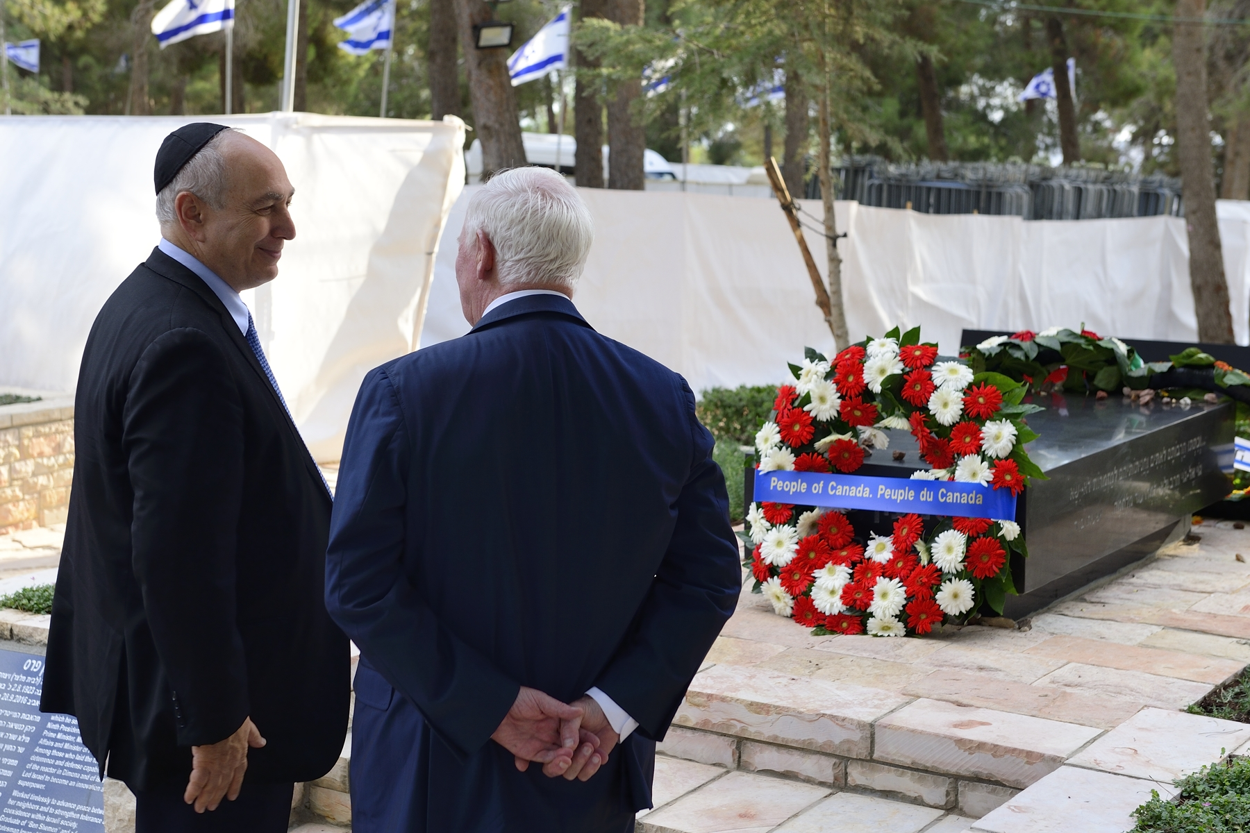 The Governor General and Chemi Peres, son of Shimon Peres, paused for reflection in front of the tomb of Shimon Peres.