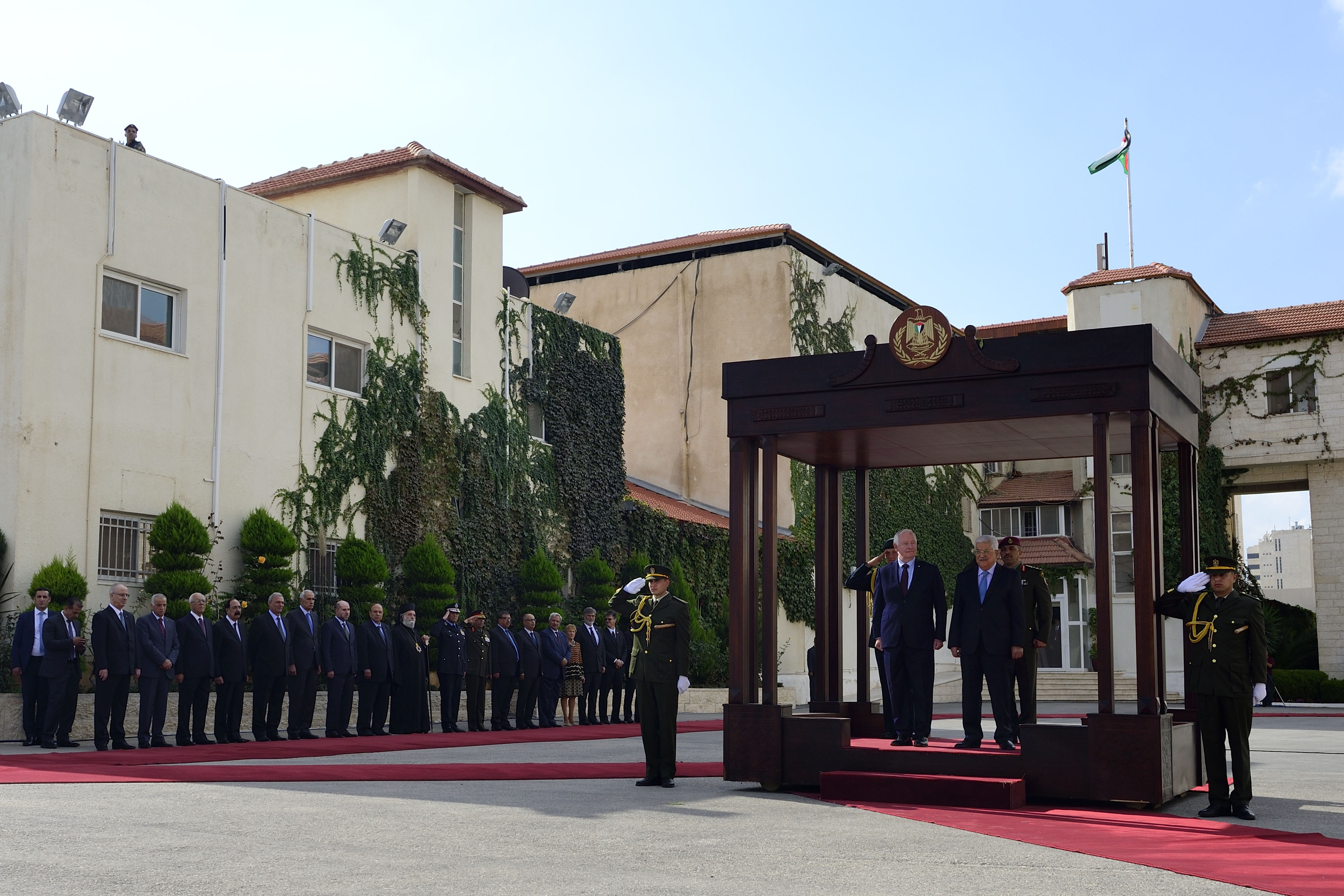 Upon their arrival in Ramallah on November 4, 2016, Their Excellencies were welcomed by His Excellency Mahmoud Abbas, President of the Palestinian Authority.