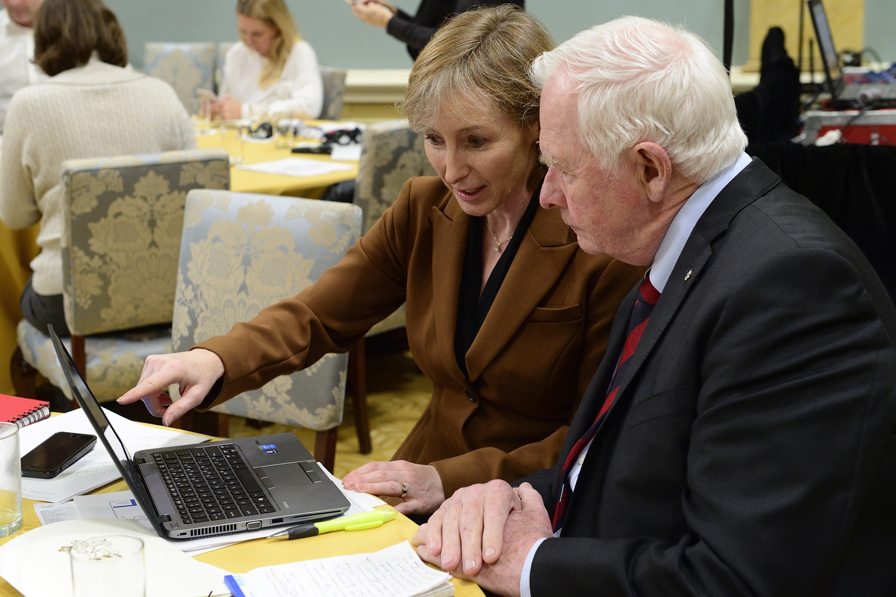 The Governor General, joined by Debra Gassewitz, President and CEO of the Sport Information Resource Centre (SIRC), thanked the hundreds of sports communities across Canada participating in the conference via a webinar.