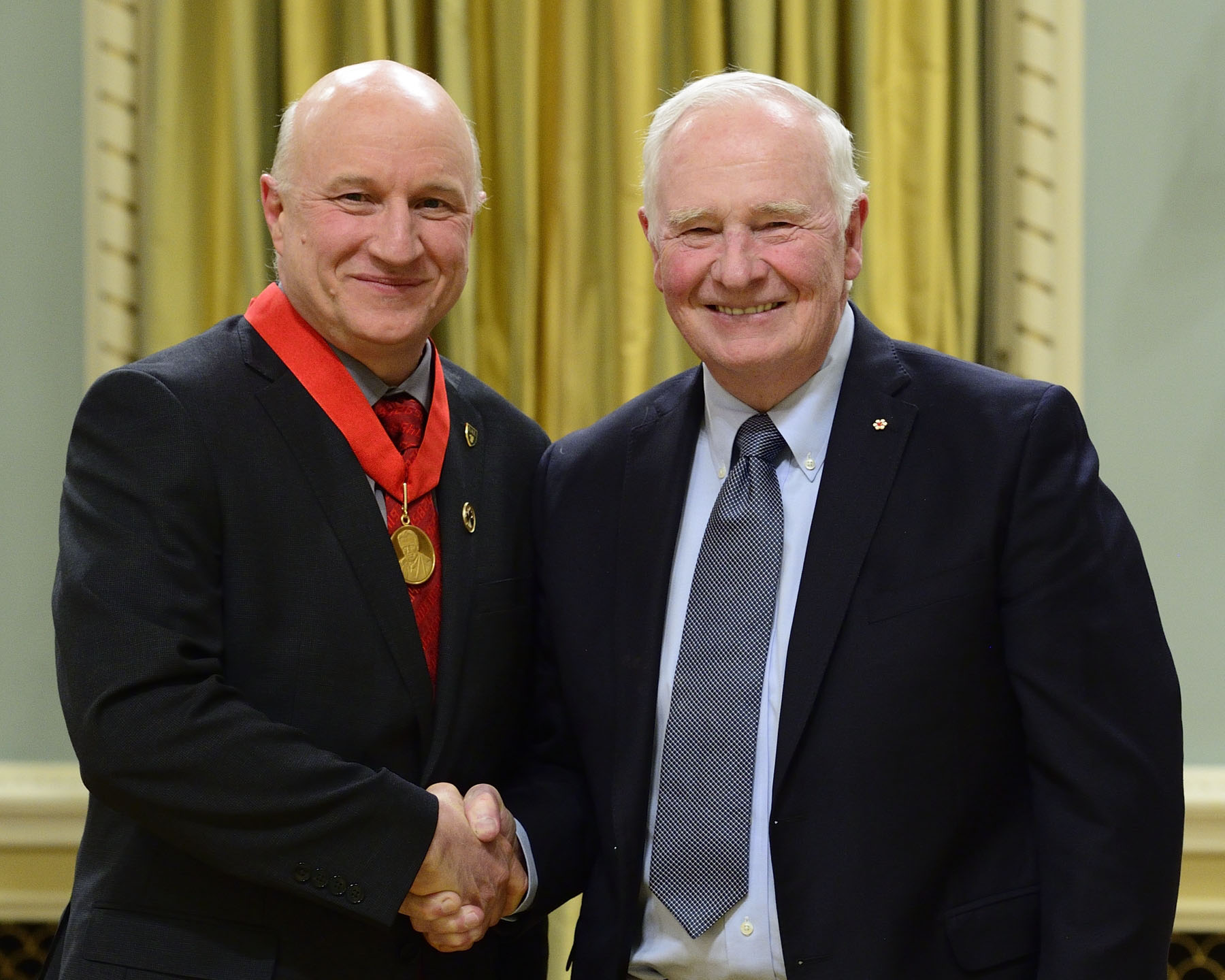 Jeff Dahn received the Gerhard Herzberg Canada Gold Medal for Science and Engineering. This prize is awarded annually for both the sustained excellence and overall influence of research work conducted in Canada in the natural sciences or engineering.