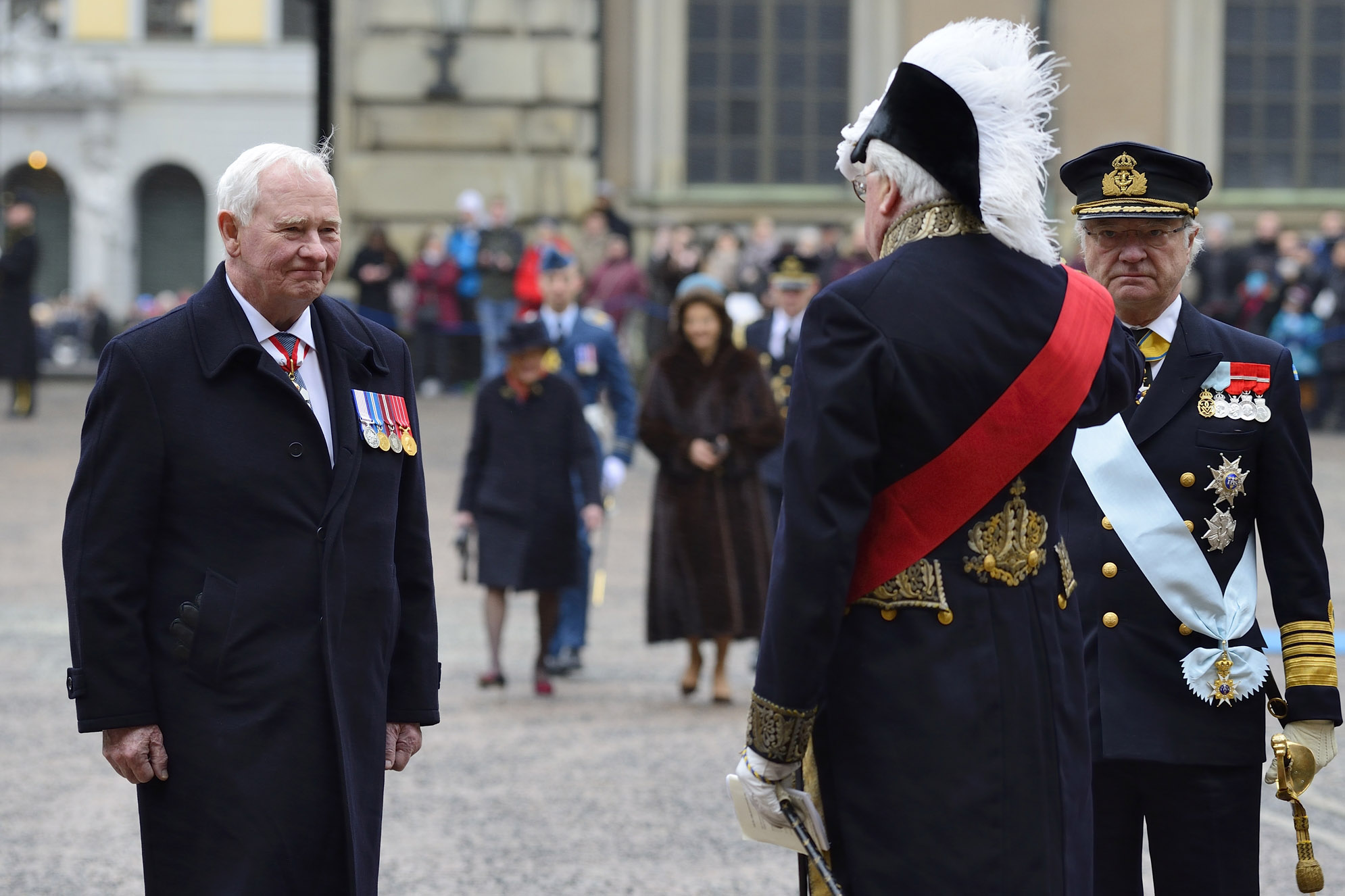 Upon arrival at the Royal Palace, His Excellency received military honour.