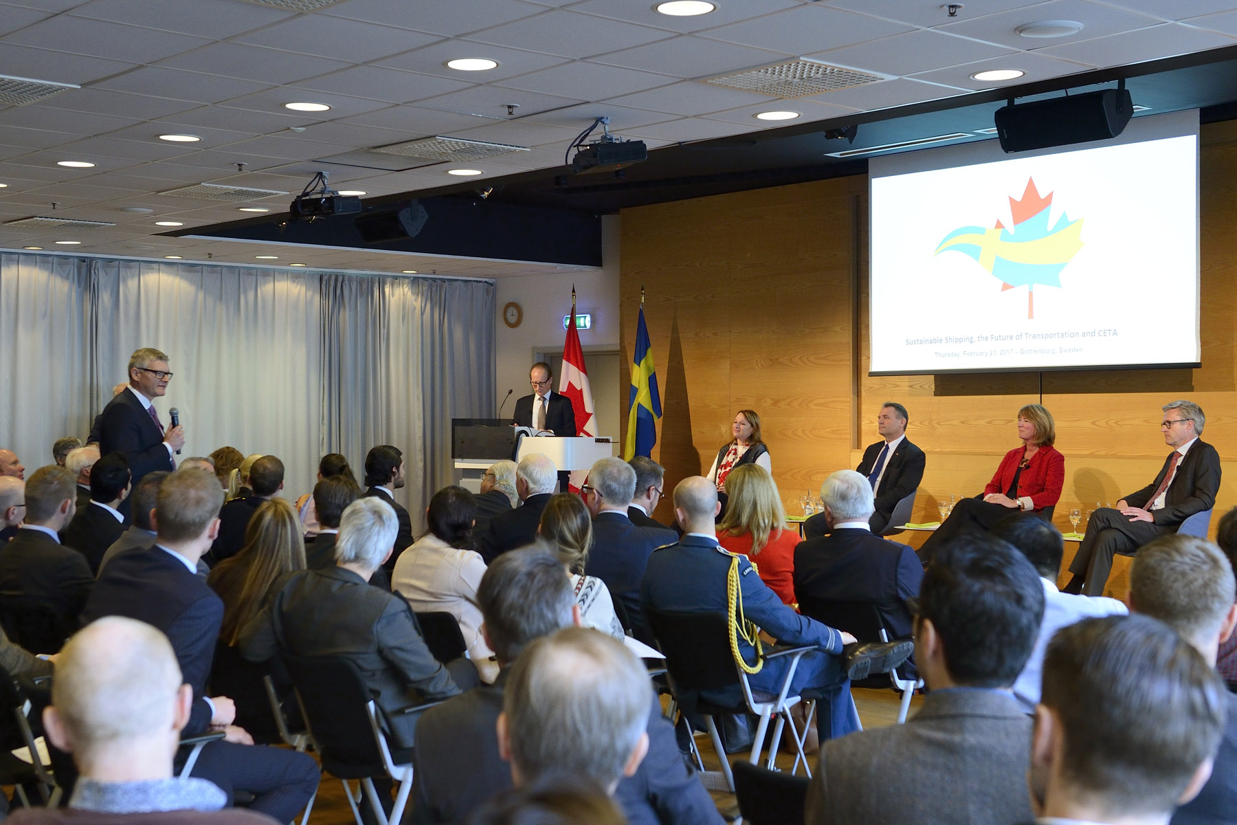 At the Lindholmen Science Park, His Excellency and Canadian delegates attended a panel discussion on sustainable shipping between Canada and Sweden with port authorities and members of the shipping industry.
