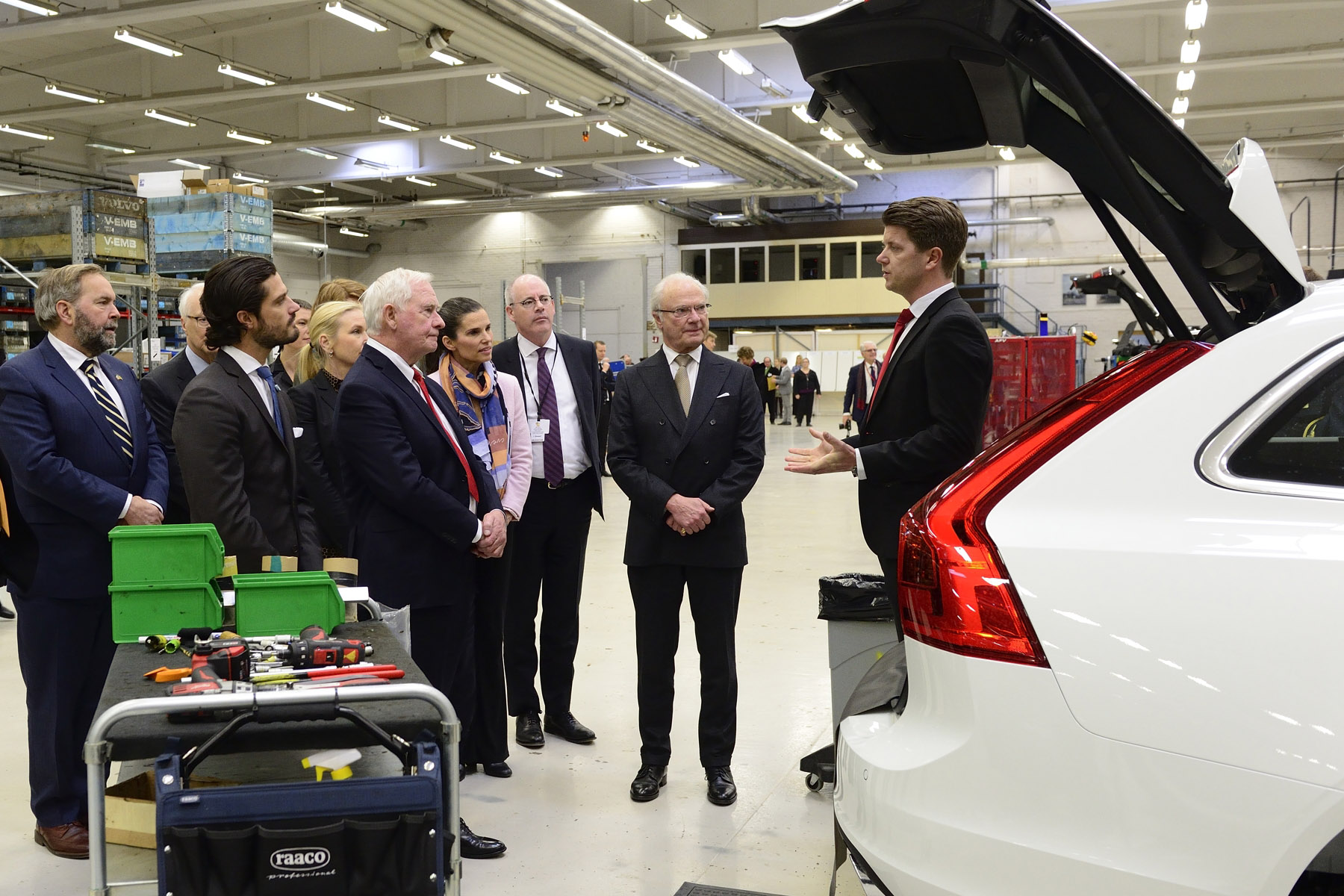 After the working luncheon, His Excellency and Canadian delegates met with Wesport AB company representatives to learn how the Canadian subsidiary integrates its alternative fuel technology in Volvo cars, allowing them to run on the climate-friendly fuel bio-methane.
