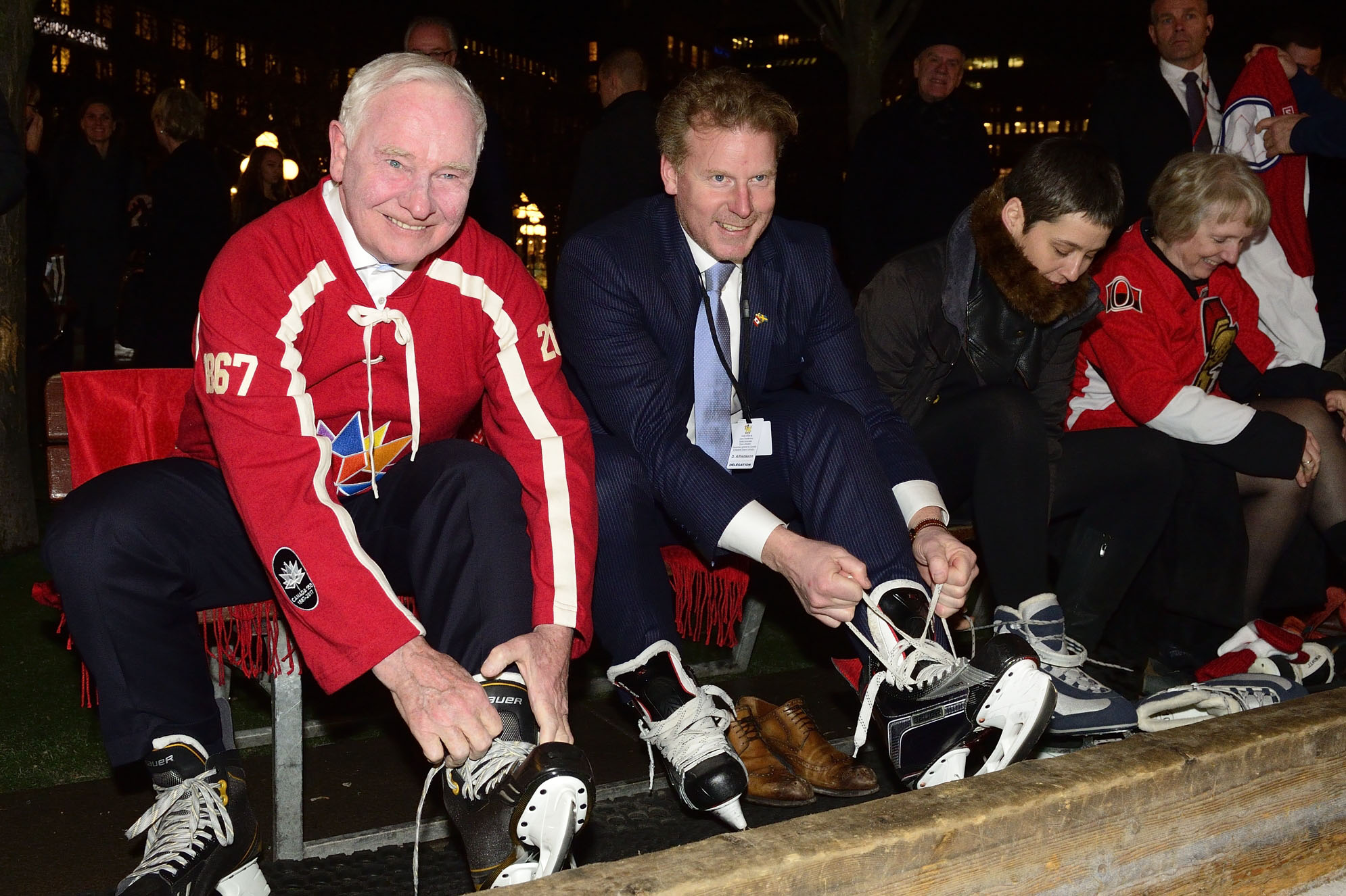 After a day of meetings, His Excellency took time to enjoy some skating, a sport well loved by both Canadians and Swedes. Former Swedish NHL player Daniel Alfredsson also laced up his skates.