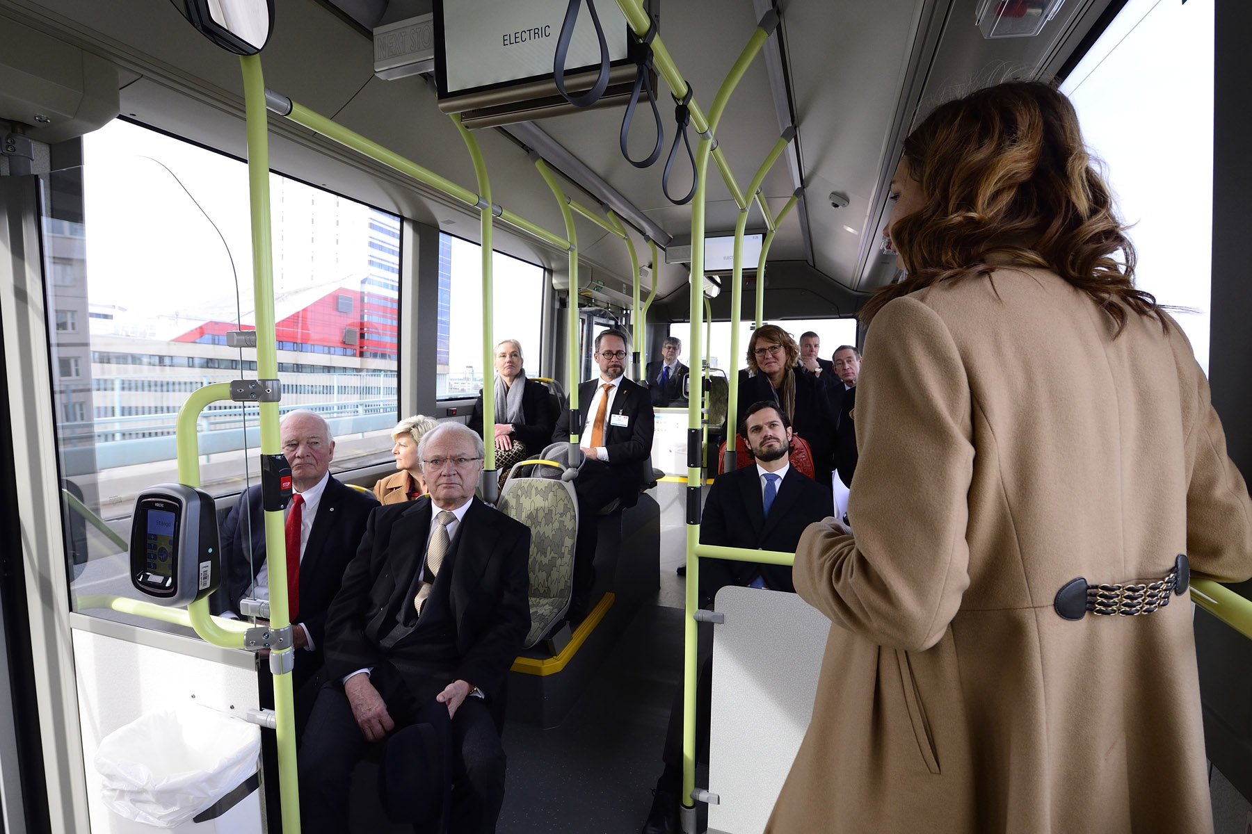 In the afternoon, His Excellency and Canadian delegates travelled in the new Volvo 7900 Electric Hybrid Bus.