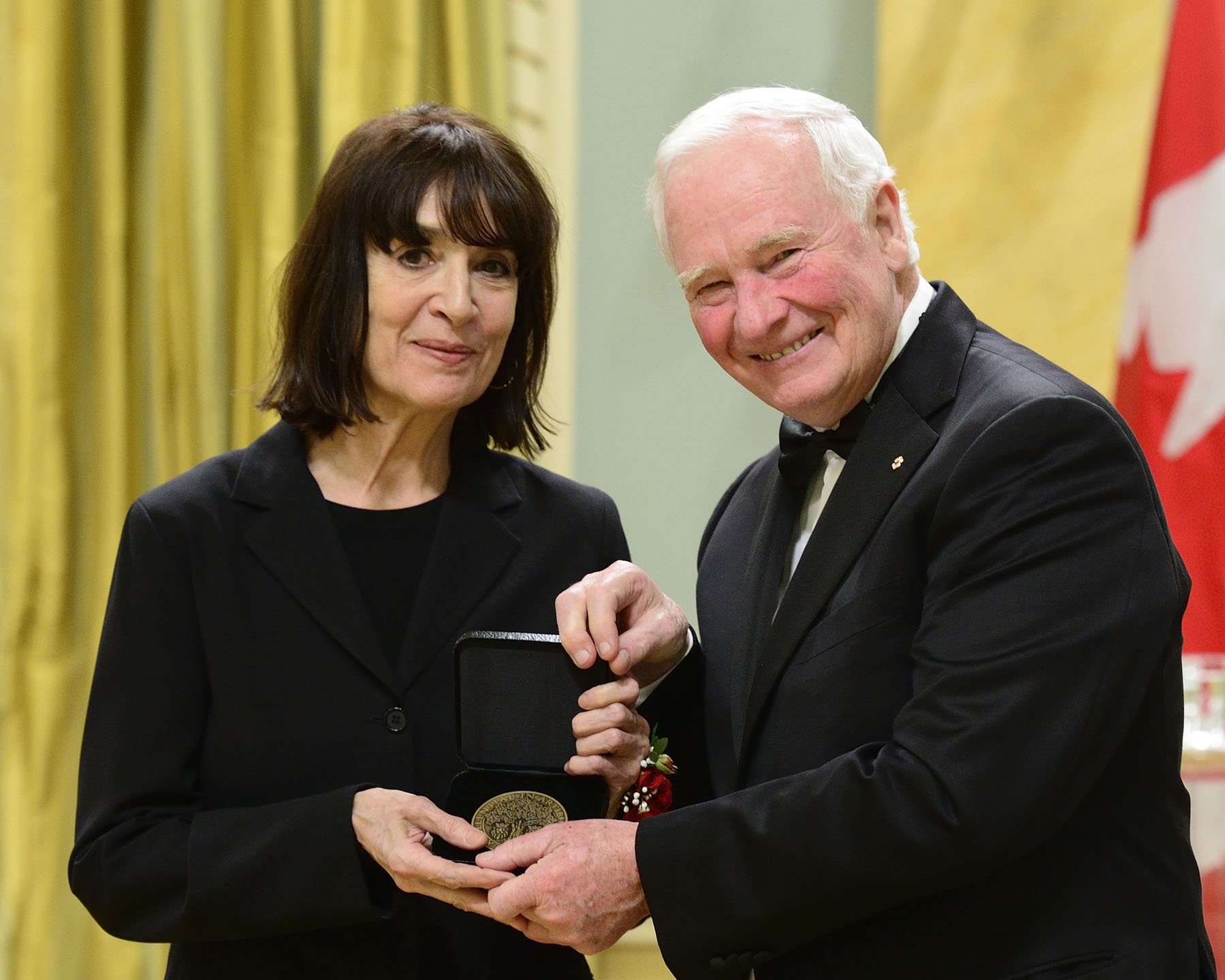 His Excellency presented the first award to Michèle Cournoyer for her provocative yet humorous films. She uses her black ink drawings to explore powerful themes of social and personal conflict with great sensitivity.