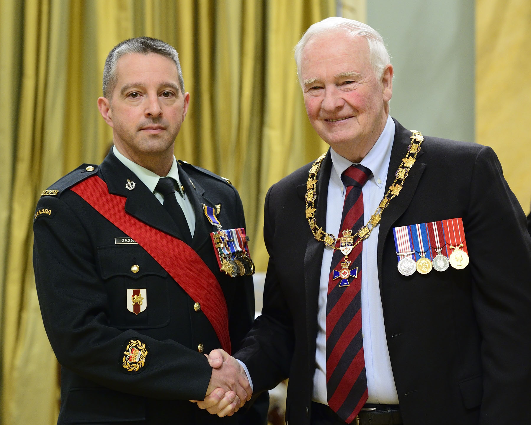 His Excellency presented the Order of Military Merit at the Member level (M.M.M.) to Master Warrant Officer Vincent Ronald Gagnon, M.M.M., C.D., from the Canadian Forces Leadership and Recruit School in Richelain, Quebec.