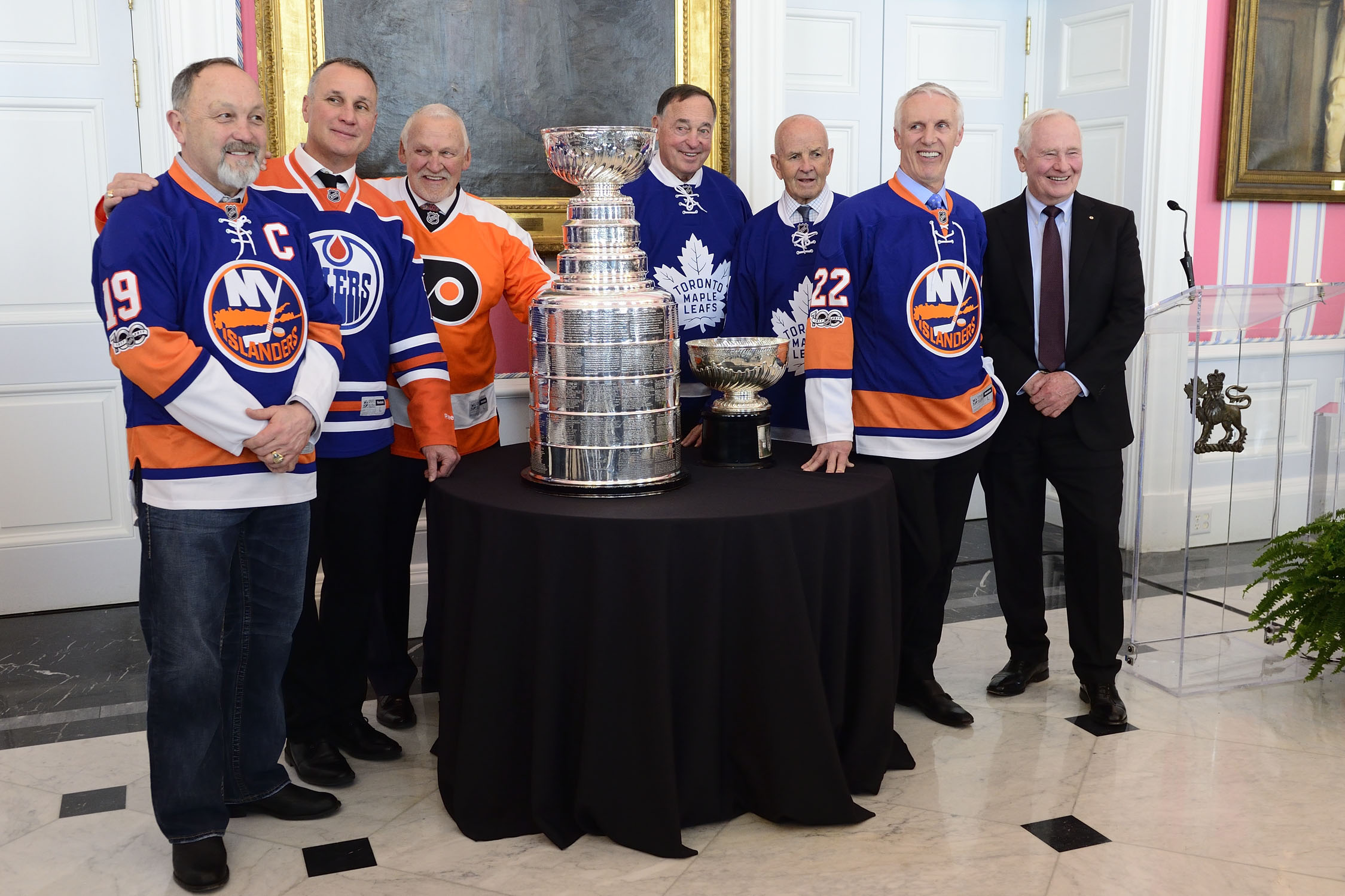 Stanley Cup champions (from left to right) Bryan Trottier, Paul Coffey, Bernie Parent, Frank Mahovlich, Dave Keon and Mike Bossy were in attendance.