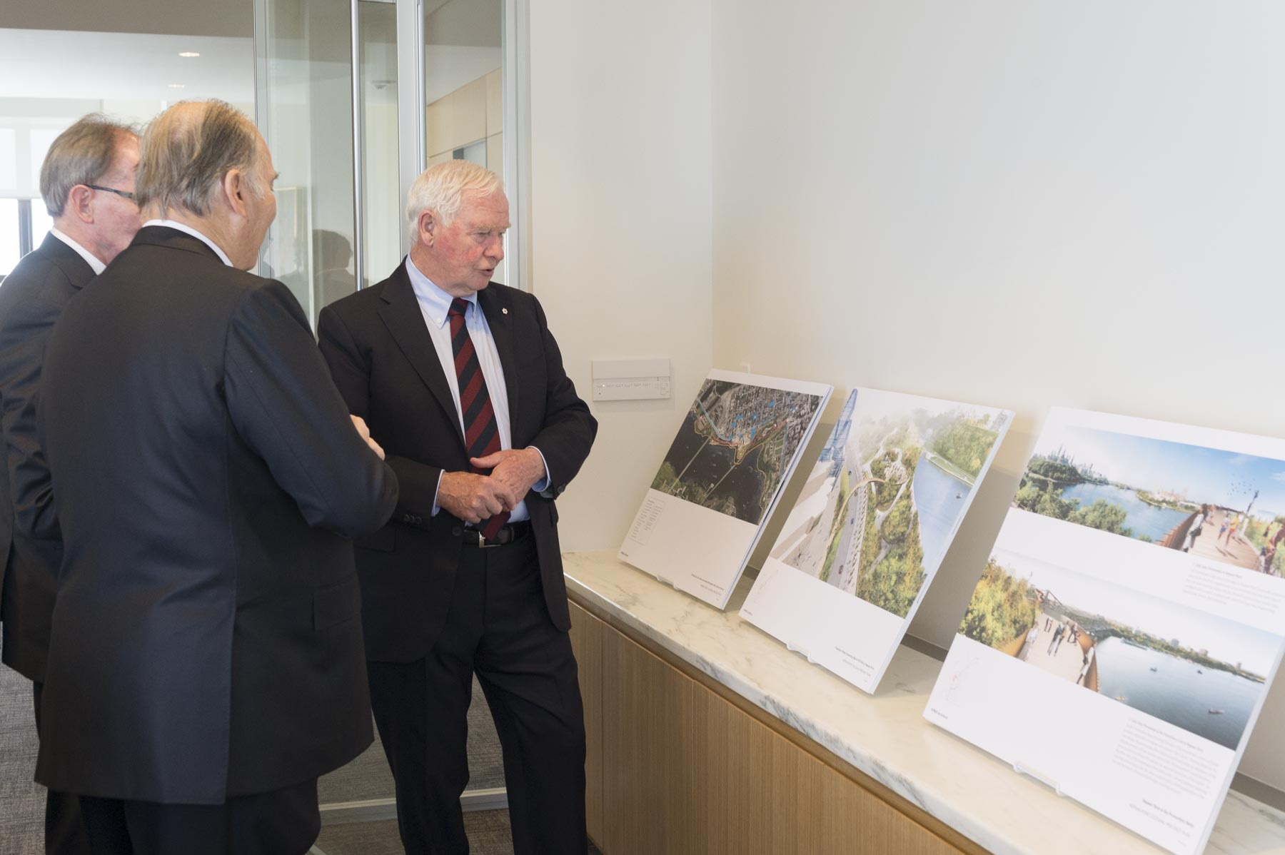 Upon his arrival at the new International Headquarters for the Global Centre for Pluralism, His Excellency toured the building with His Highness the Aga Khan.