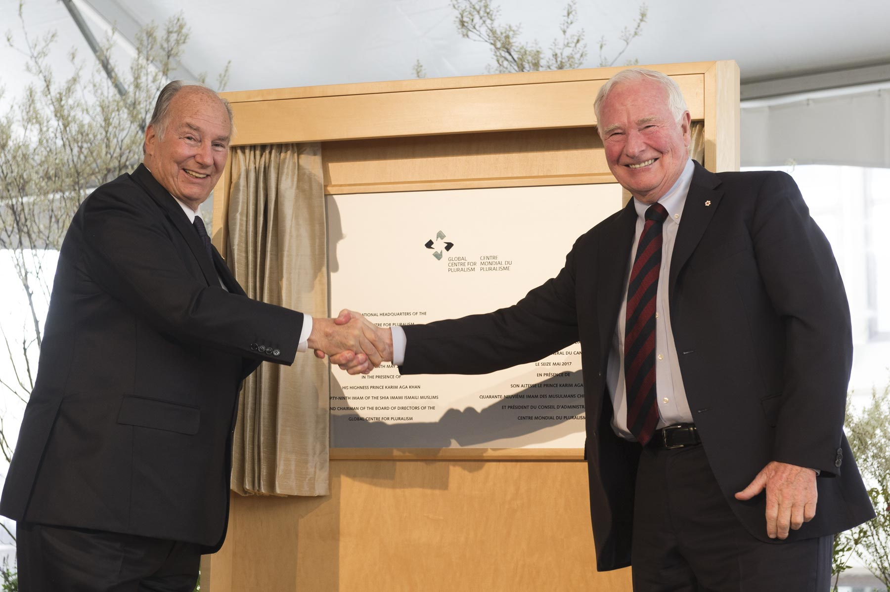 The Governor General and His Highness the Aga Khan unveiled a plaque commemorating the official opening of the new International Headquarters for the Global Centre for Pluralism.