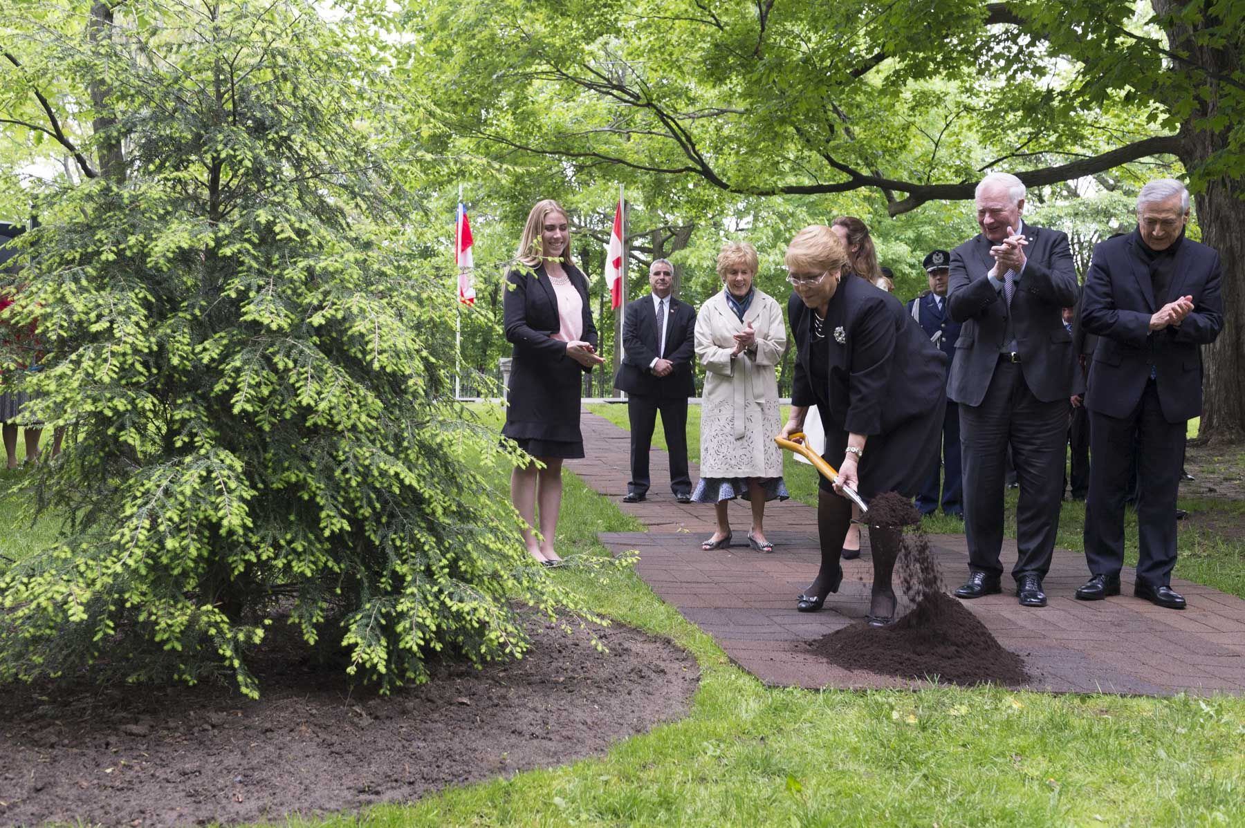 President Bachelet planted an Eastern Hemlock, as a living symbol of the close ties between Canada and Chile.