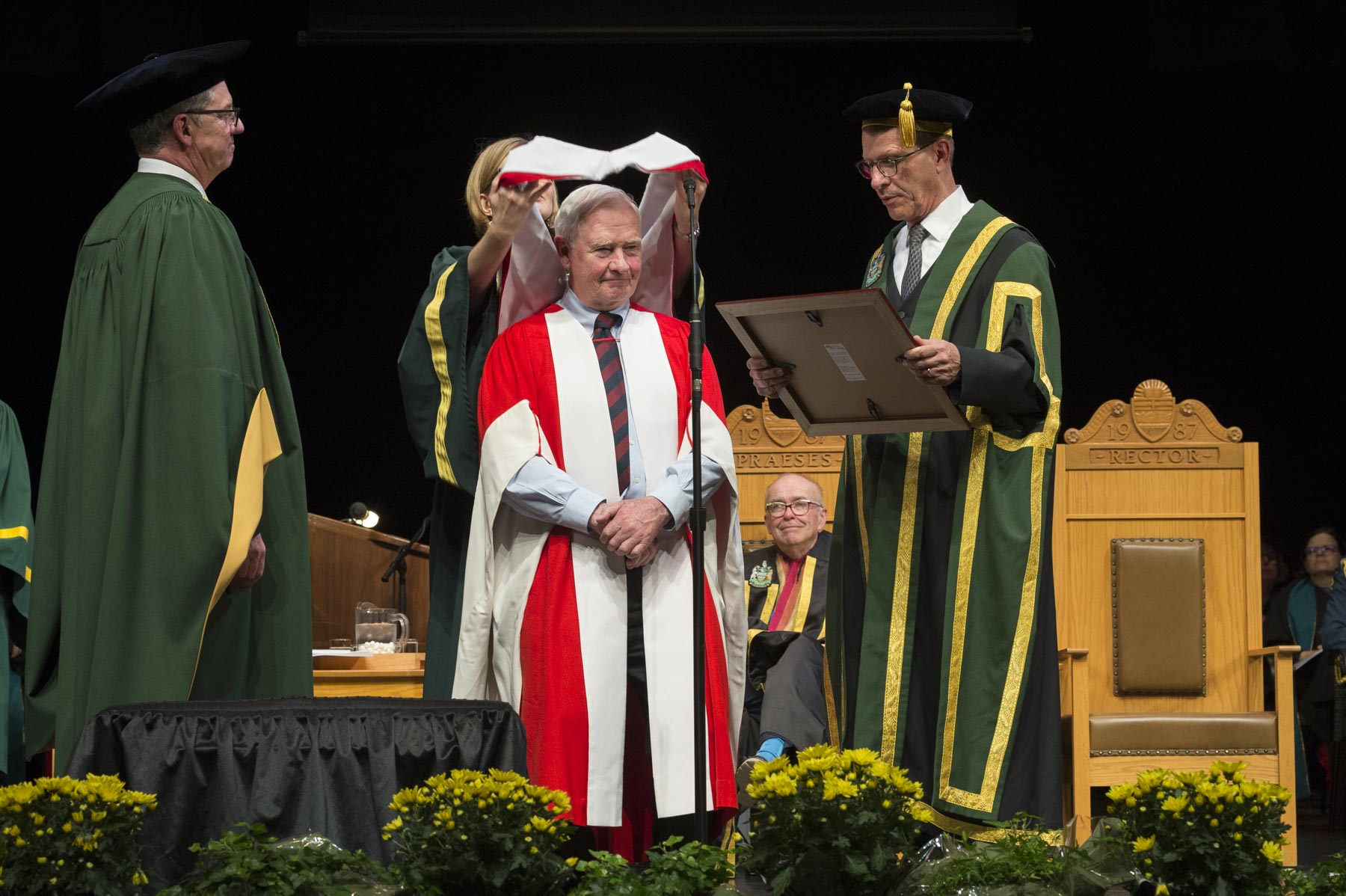 Later in the afternoon, His Excellency was conferred an honorary degree in Law from the University of Alberta during a convocation ceremony.