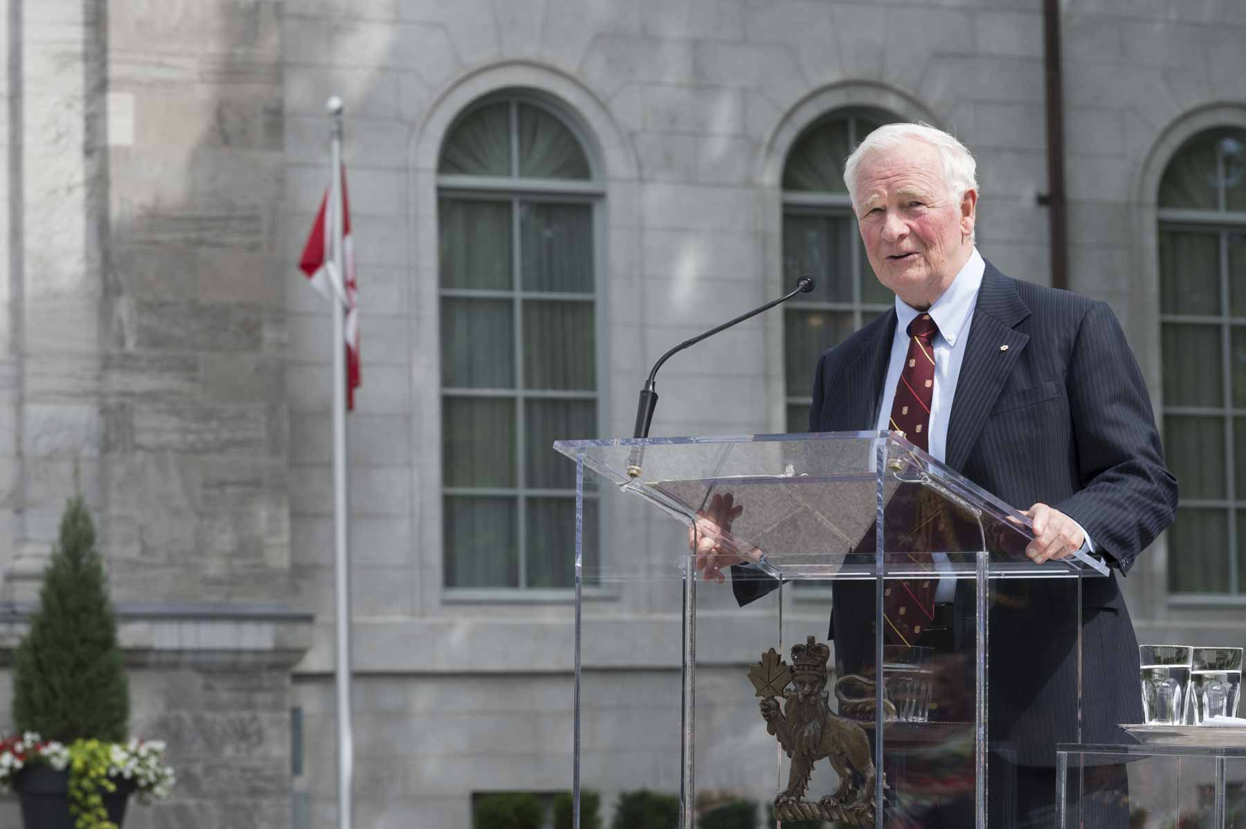 On June 19, 2017, His Excellency the Right Honourable David Johnston, Governor General of Canada, hosted a ceremony at Rideau Hall to inaugurate the newly renovated forecourt and to reopen and rededicate The Fountaine of Hope.