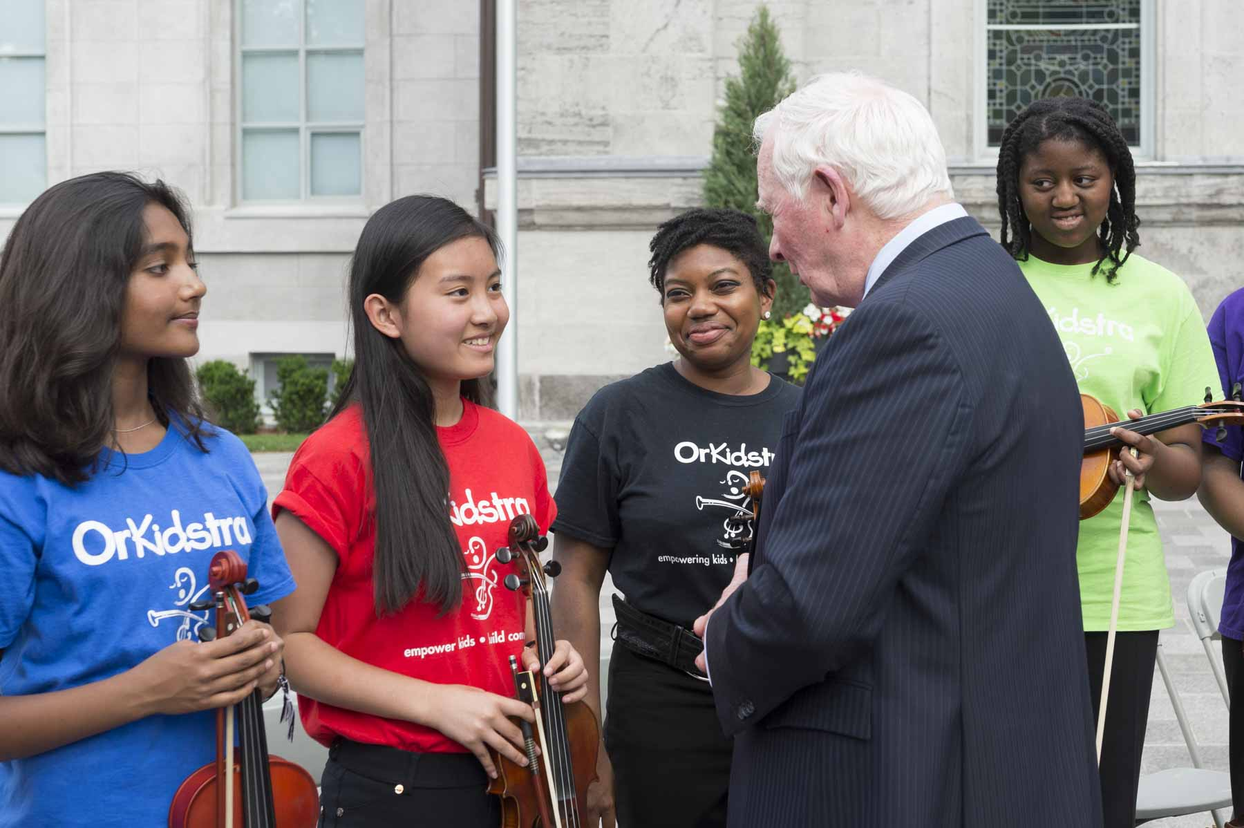 After the ceremony, the Governor General spoke with young musicians from Orkidstra.