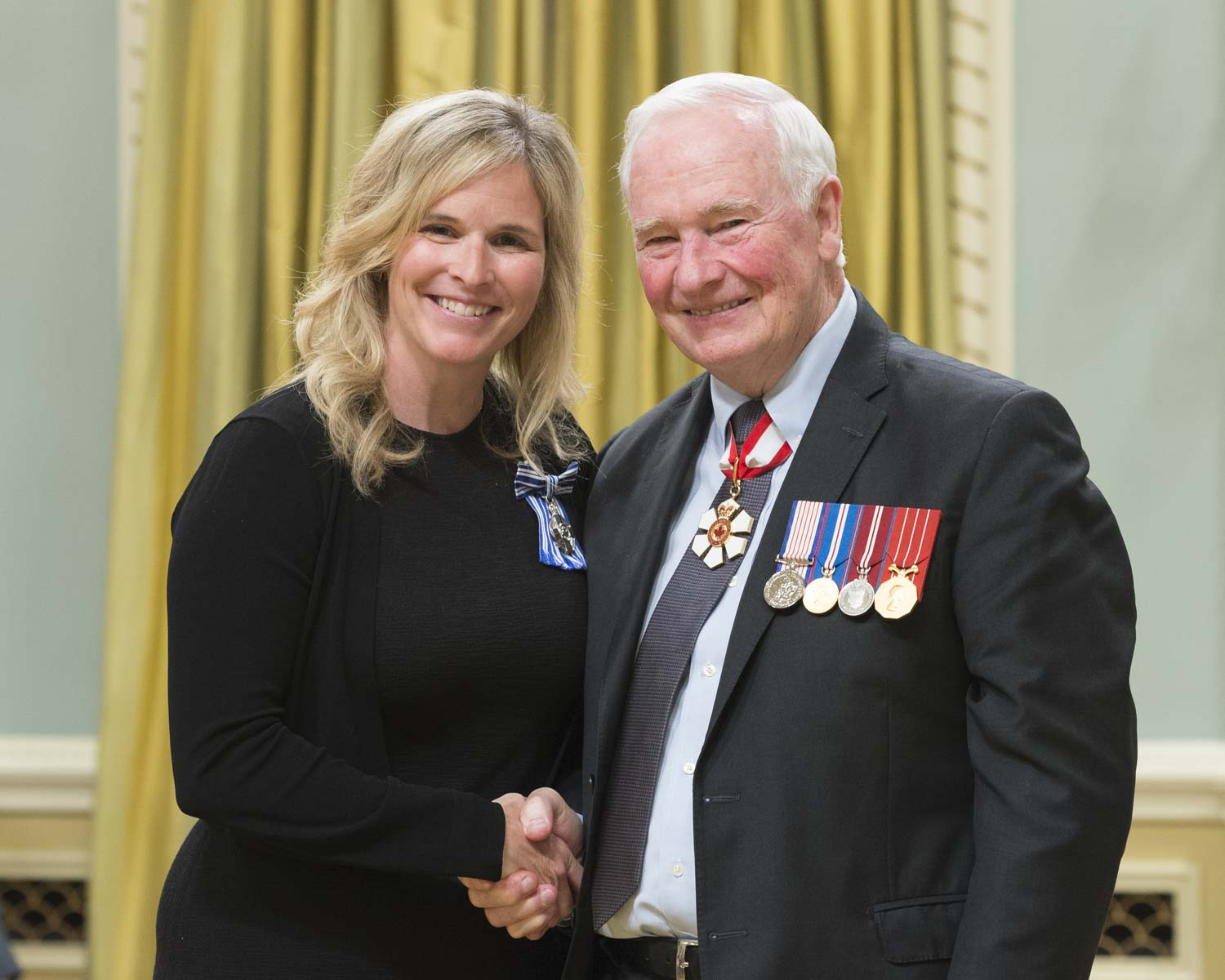 His Excellency presented the Meritorious Service Medal to Jennifer Jones. Jennifer Jones is one of Canada's top curlers. She has dominated the sport at every level, and was the first-ever skip in Olympic history to go undefeated on her way to earning a gold medal. Renowned for her positivity on and off the sheet, she is also a lawyer, as well as a proud Manitoban and mother. She combines grace with competitive spirit, and is a role model not only for aspiring athletes, but for all Canadians.