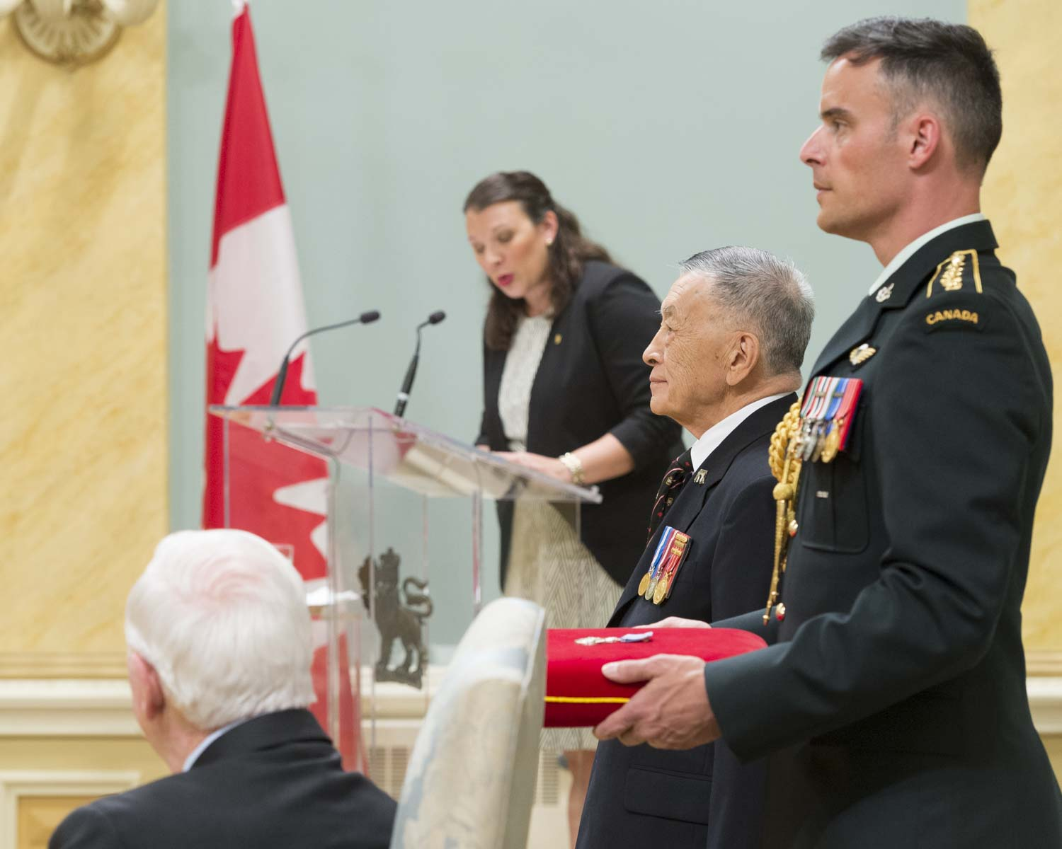 His Excellency presented the Meritorious Service Medal to Howe Lee. With gentle persuasion and steely determination, former reservist Howe Lee spearheaded the creation of the Chinese Canadian Military Museum in Vancouver. It showcases the contributions made by Chinese-Canadian veterans during the First and Second world wars and the Korean War, and ensures that their stories are recognized as part of our country's military heritage.