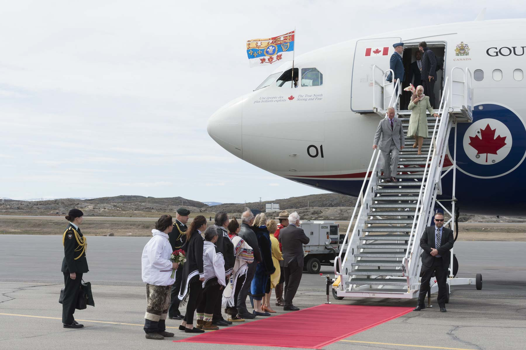 Their Excellencies the Right Honourable David Johnston, Governor General of Canada, and Mrs. Sharon Johnston welcomed to Canada Their Royal Highnesses The Prince of Wales and The Duchess of Cornwall at the airport in Iqaluit, Nunavut, on June 29, 2017.