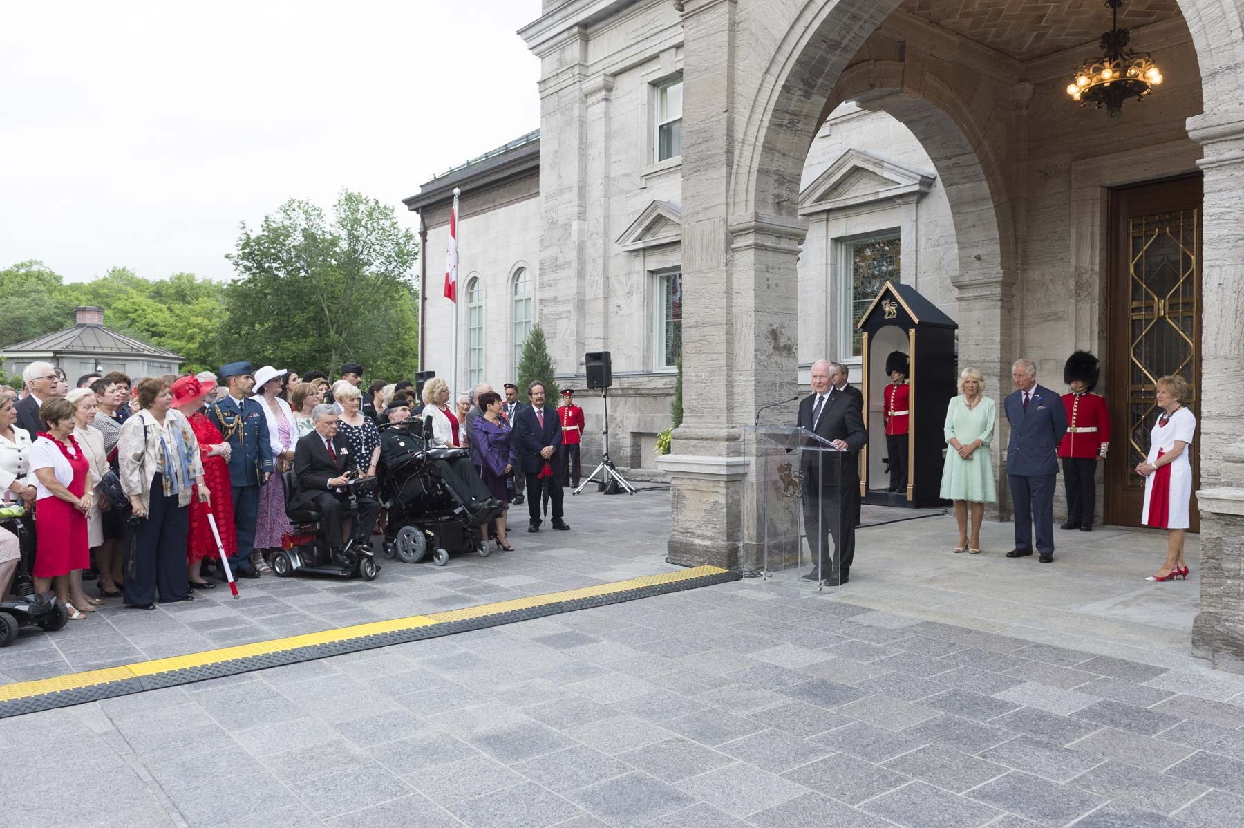 Following the tree planting ceremony, Their Excellencies and Their Royal Highnesses inaugurated The Queen's Entrance at Rideau Hall with the unveiling of a plaque and by symbolically opening the new doors.