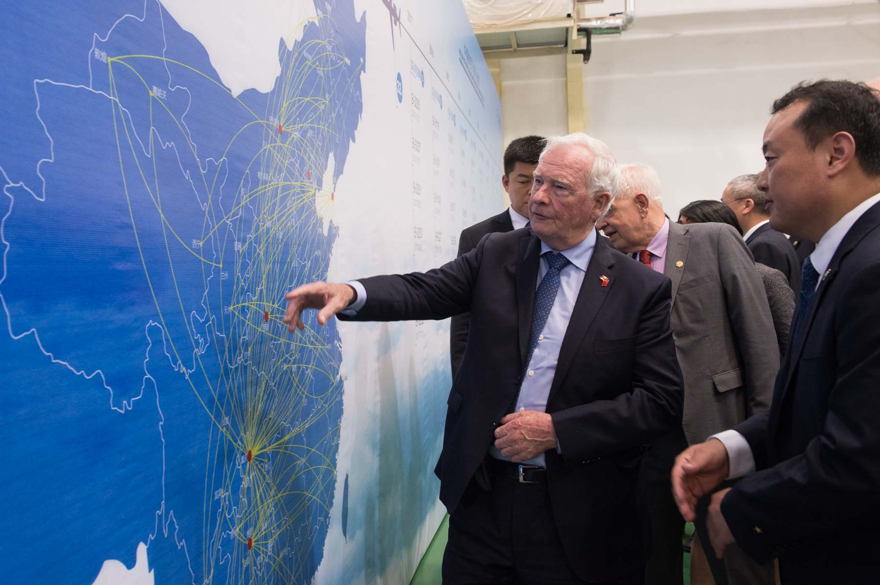 Following the meeting, the Governor General visited the China Express Airlines Training Center.