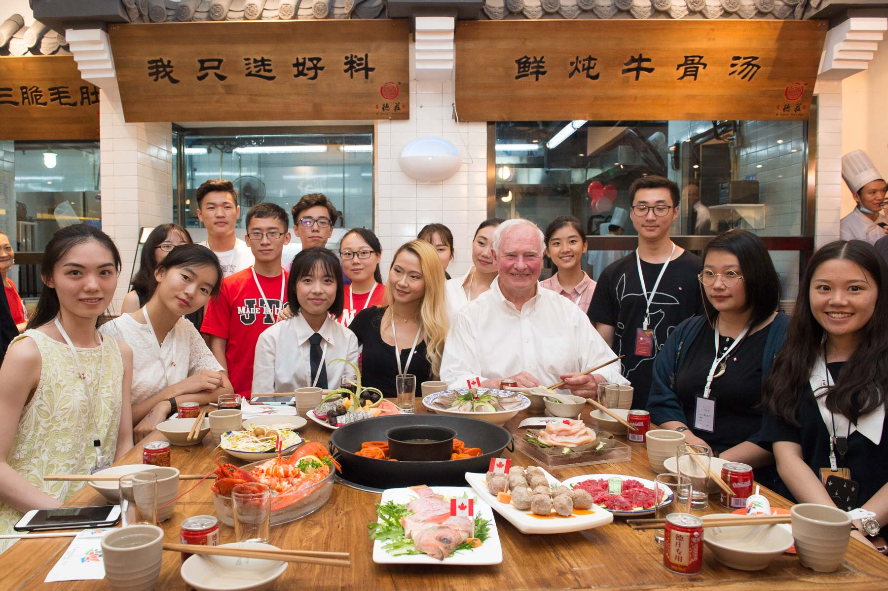 In the evening, the Governor General participated in a hotpot dinner with Chinese students who are preparing to study at Canadian universities in the fall.