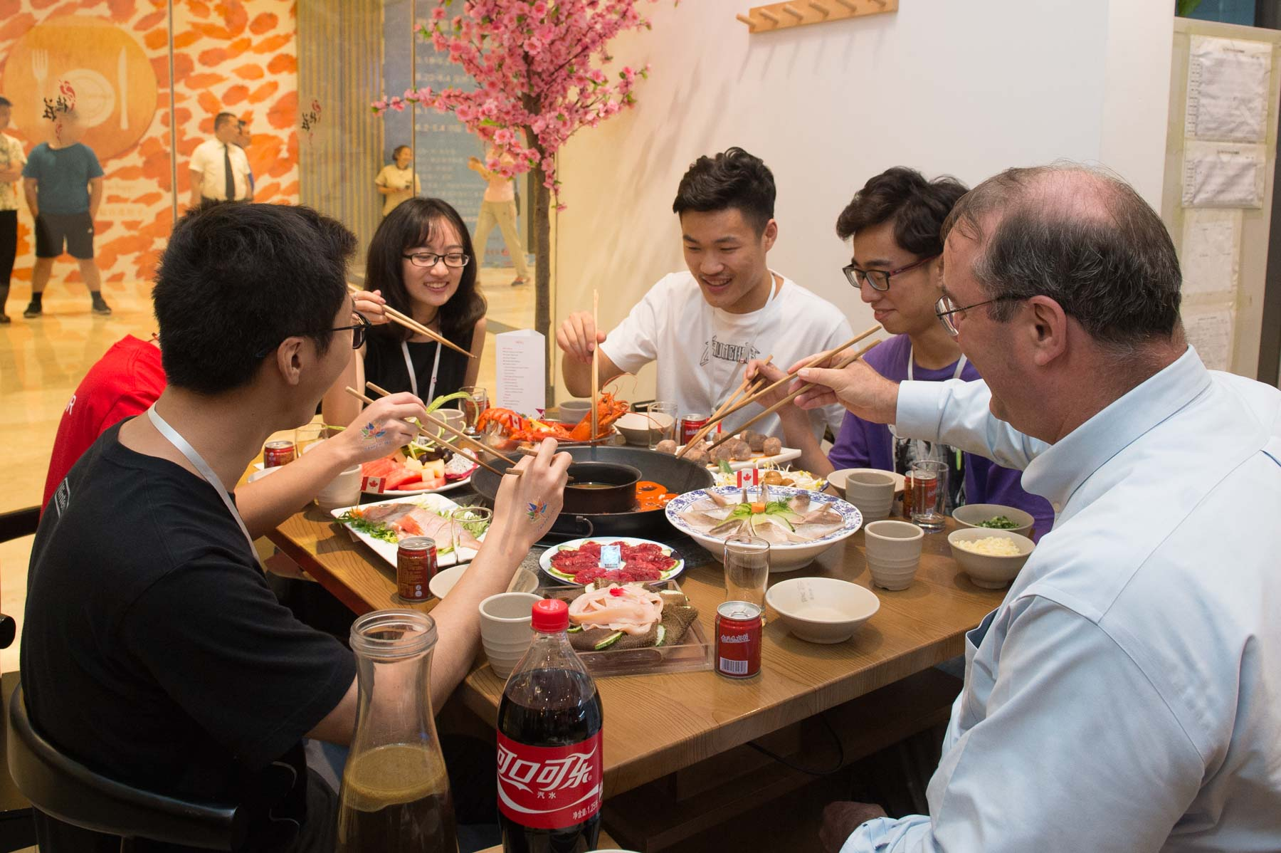 This traditional Chongqing dinner also featured some Canadian-sourced ingredients such as beef and seafood. Mr. Paul Davidson, President and Chief Executive Officer of Universities Canada enjoyed dinner with students who will soon be coming to Canada.