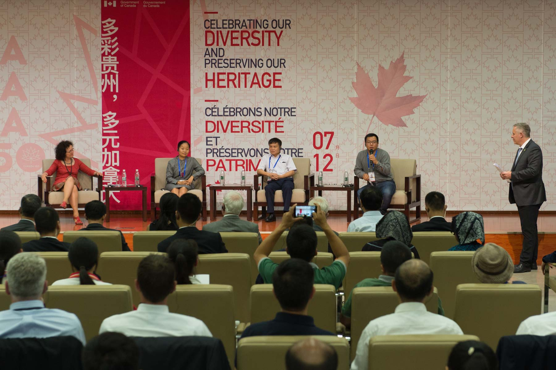 Afterwards, a group of panellists, including Canadian delegate Manon Barbeau, Founder, Director General and Artistic Director of Wapikoni Mobile, discussed themes of relevance to Chinese ethnic minorities and Canadian Indigenous cultures.
