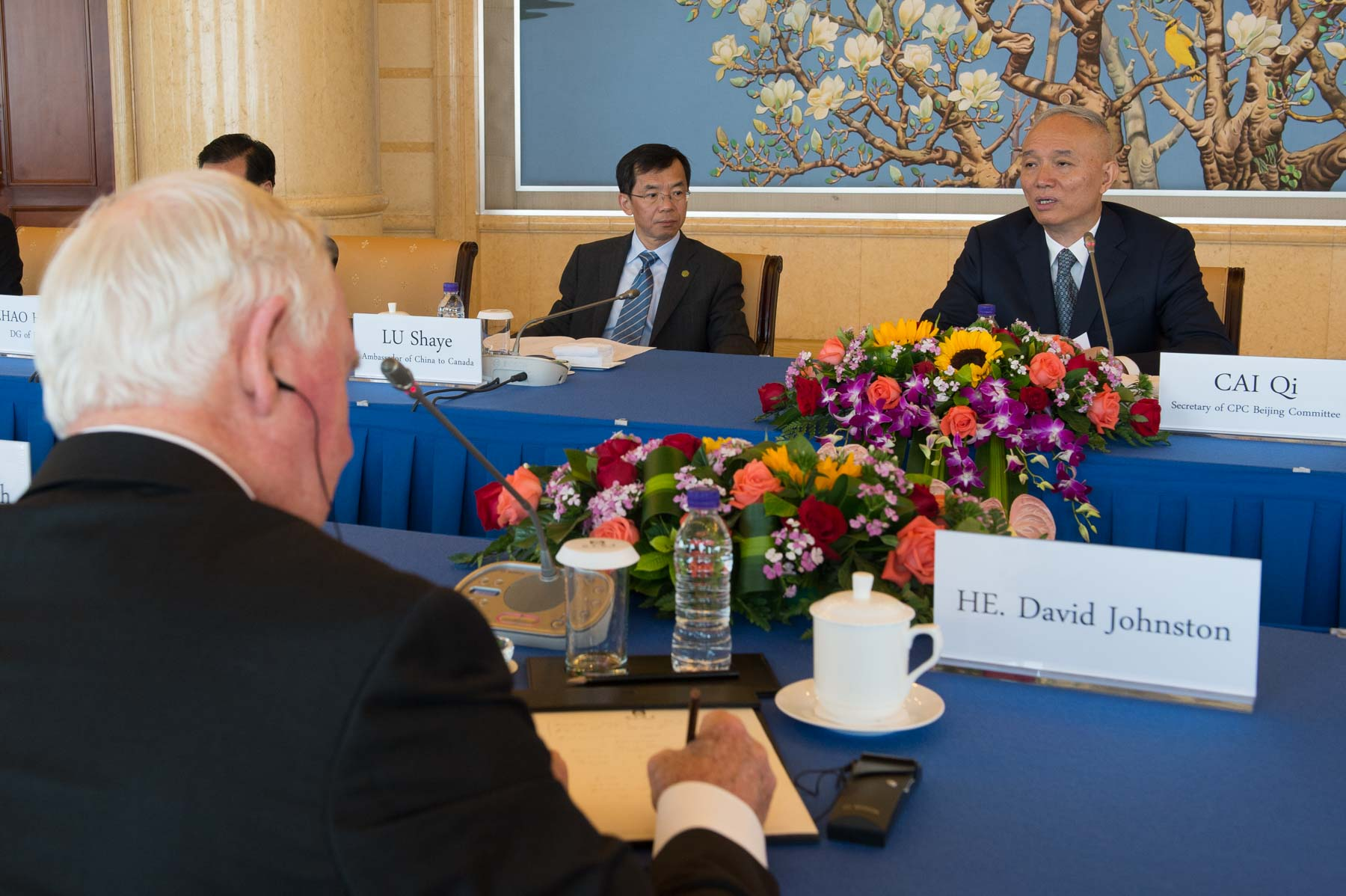 The Governor General and Mr. Cai Qi discussed topics of mutual interest.